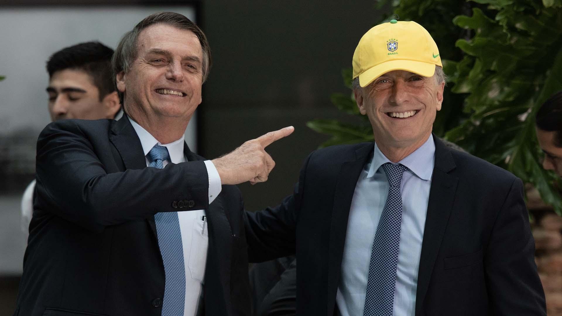 El presidente lució un gorro con los colores de Brasil en un almuerzo distendido