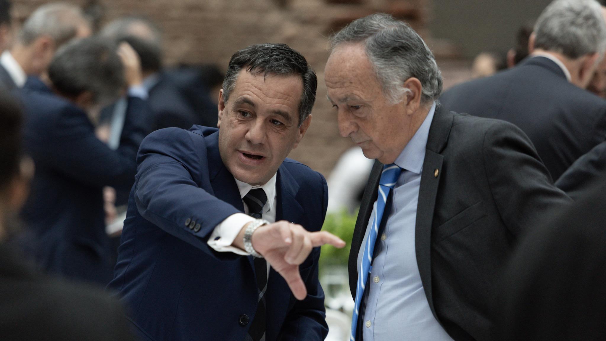 El ministro de Educación Alejandro Finocchiaro con el titular de la UIA Miguel Acevedo