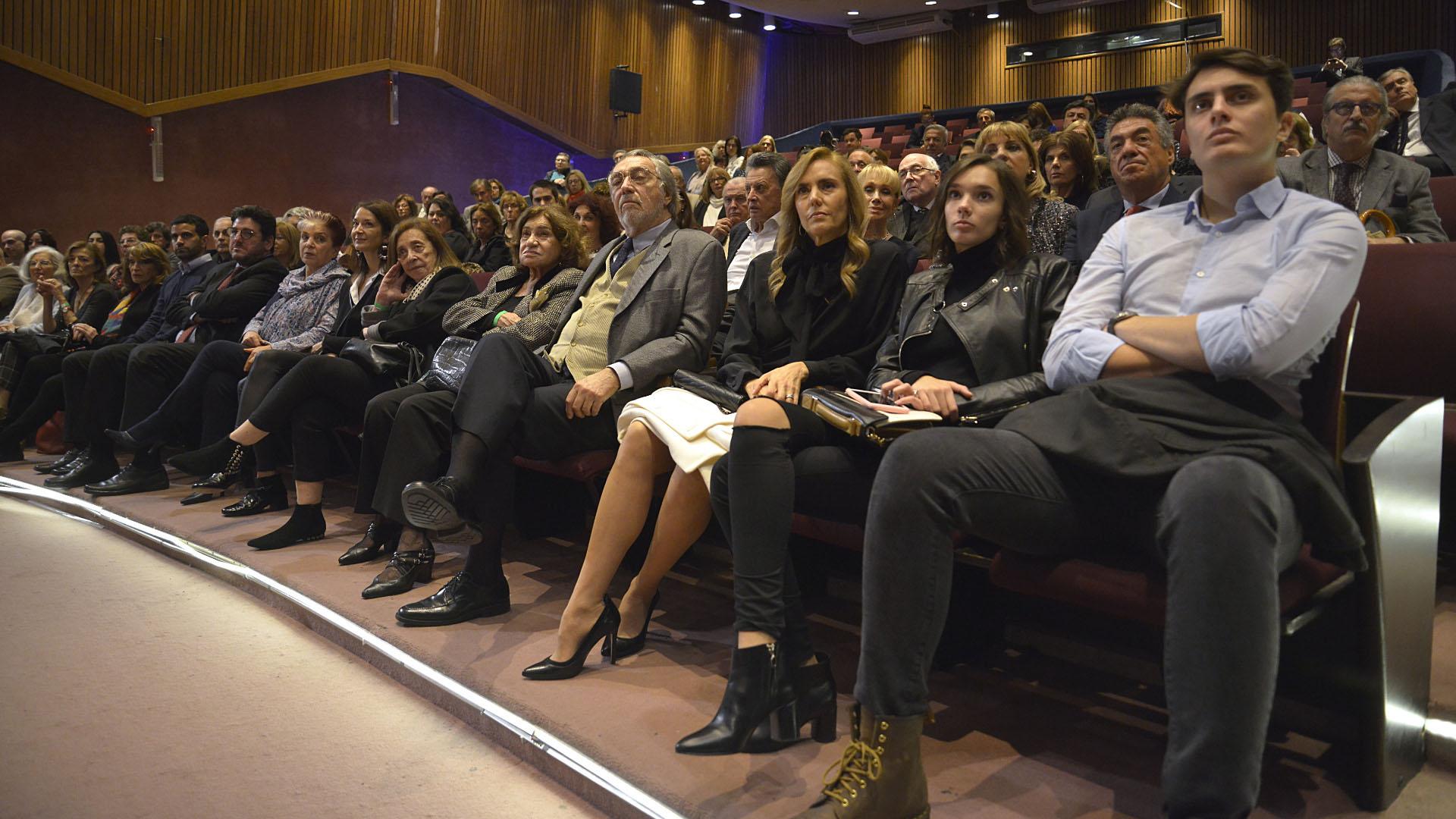 El acto se llevó a cabo ante un auditorio colmado