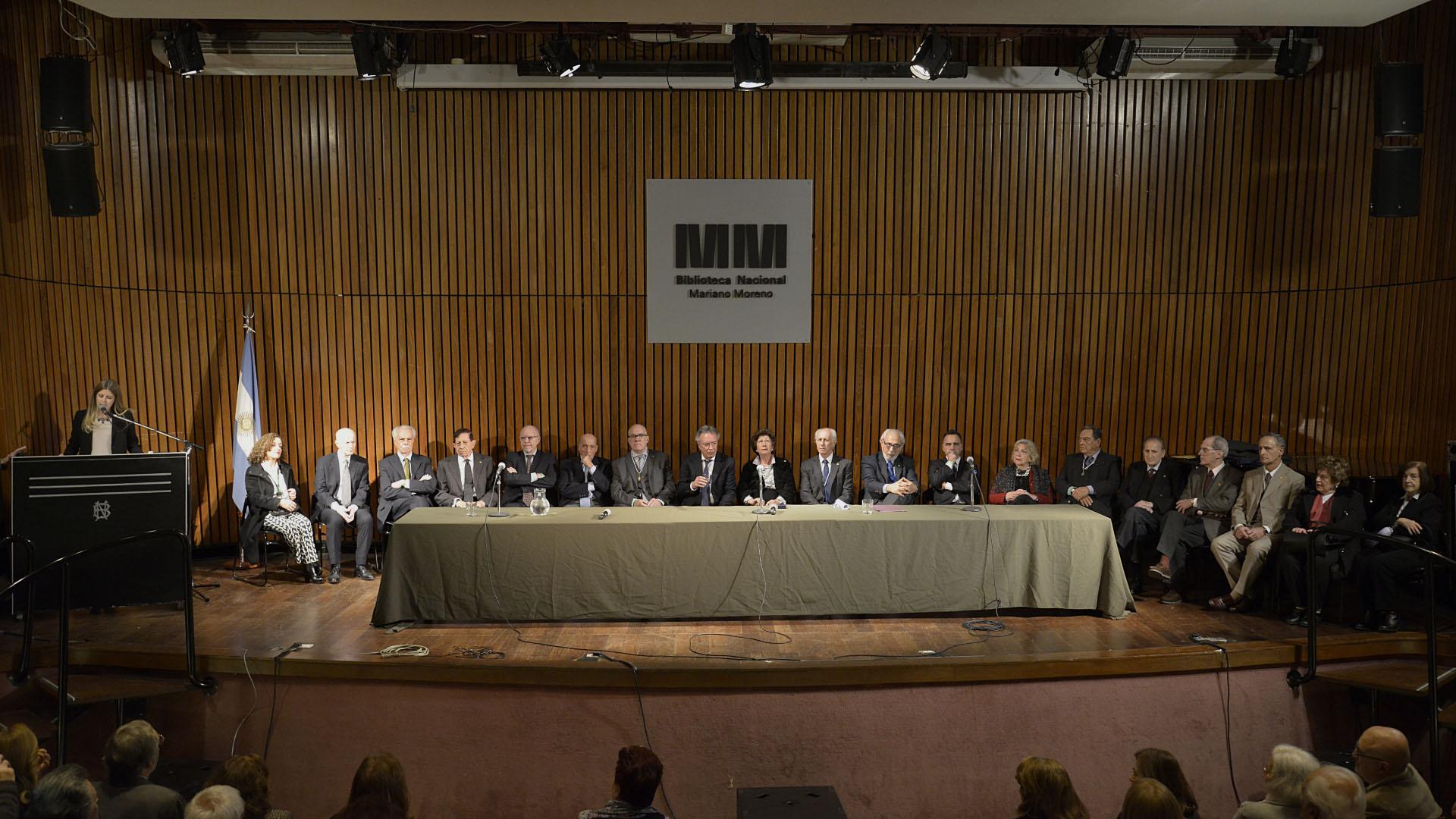 Los integrantes de la Academia Argentina de Letras
