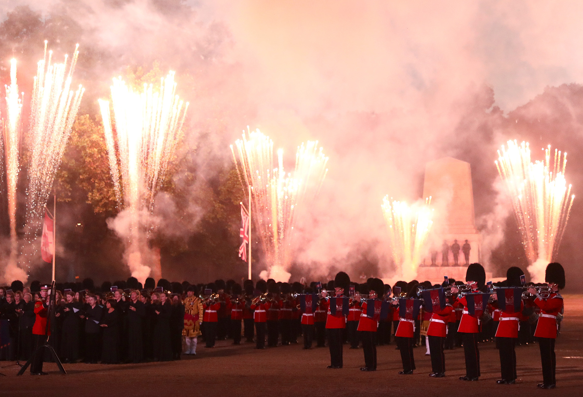 Los fuegos artificiales llenaron de color y alegría el cielo londinense