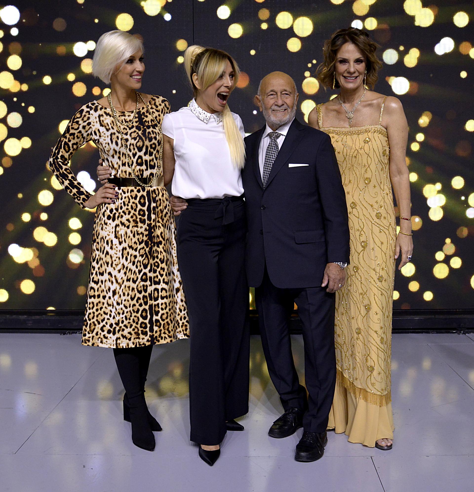 Las modelos y conductoras Ingrid Grudke y Nequi Galotti junto con Mauricio Wachs, director general de Silkey y Elizabeth Yelin, la directora creativa