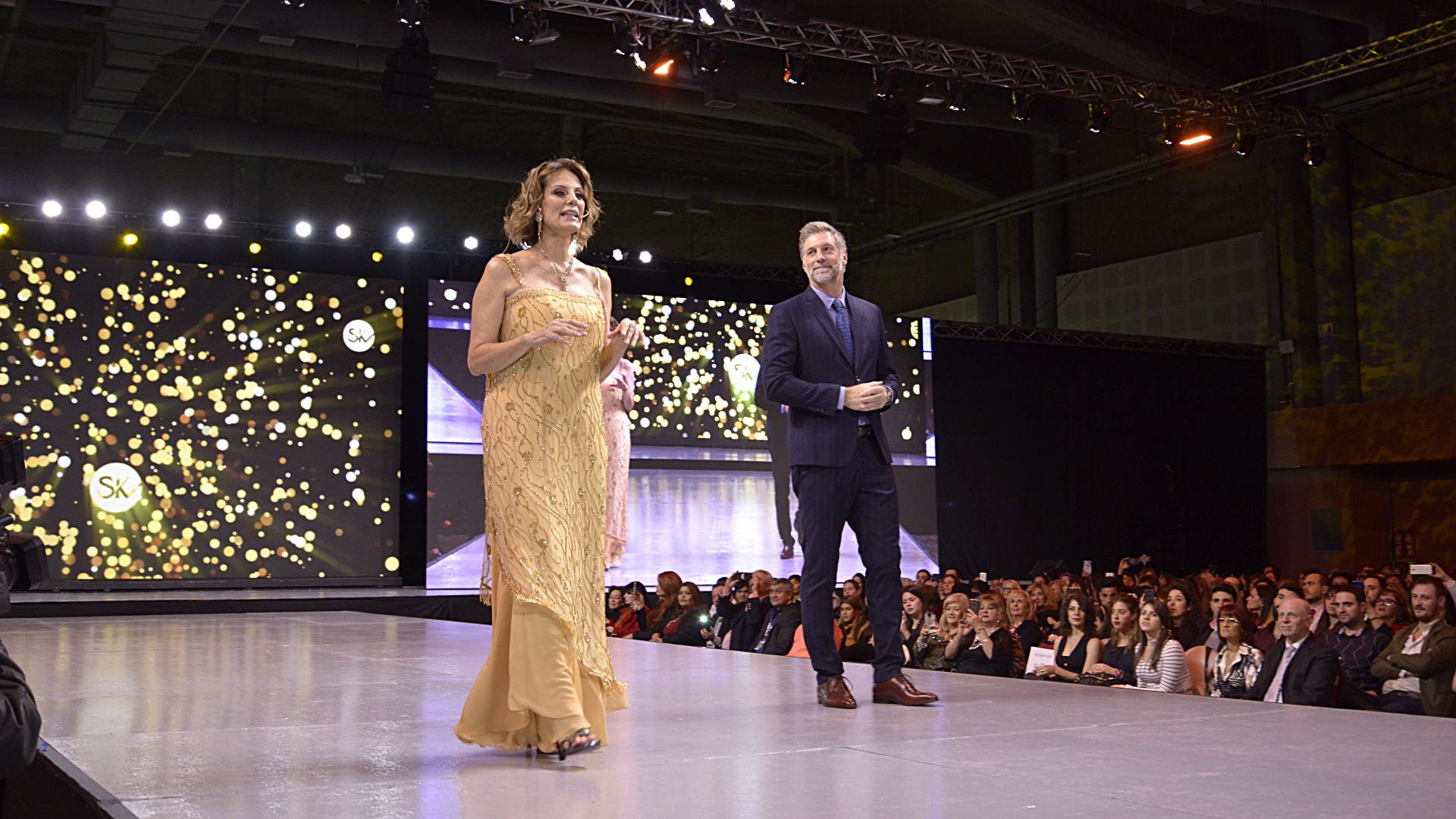 La conducción del desfile más esperado del mundo fashionista argentino estuvo a cargo de la ex modelo Nequi Galotti y Horacio Cabak
