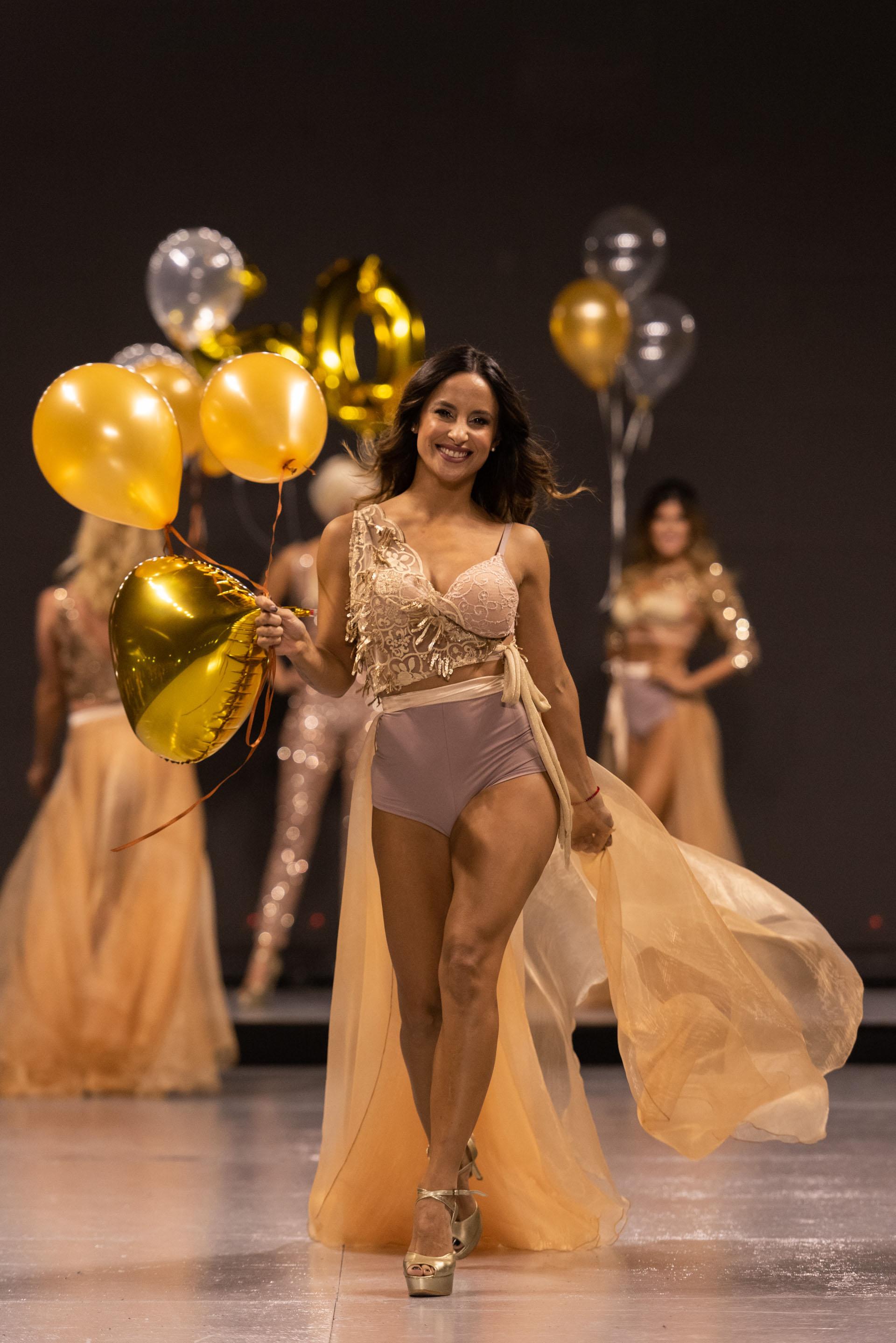 Lourdes Sánchez, modelo, bailarina y conductora estuvo presente en la primera pasada de Silkey 50 años que conmemoraba la trayectoria de la marca de vanguardia en cosmética y belleza