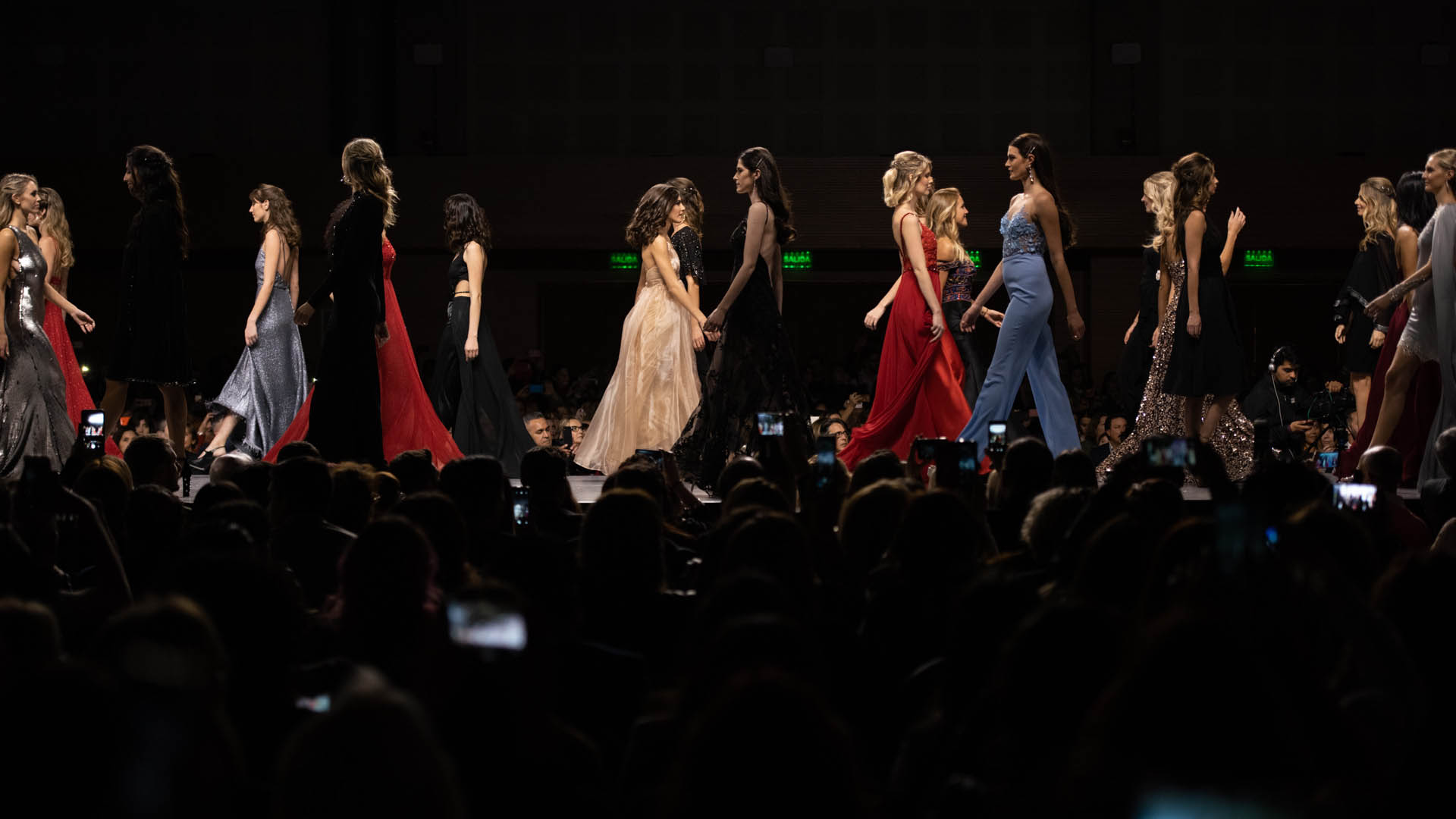 El Centro de Convenciones estuvo colmada de público y belleza que se vistió de fiesta con la llegada del desfile más esperado del mundo de la moda y del coiffure: Silkey Mundial en el Salón Internacional Moda & Coiffure 2019