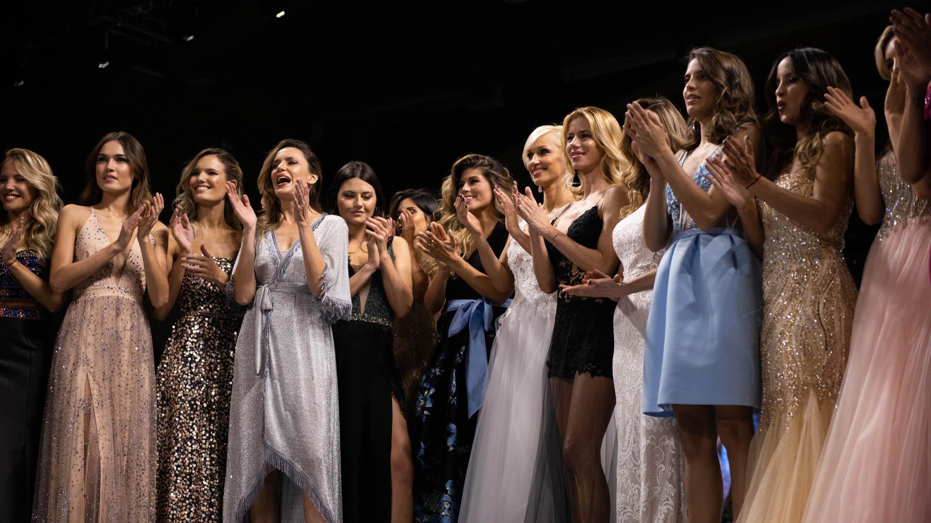 Las modelos en el cierre del desfile más esperado del año