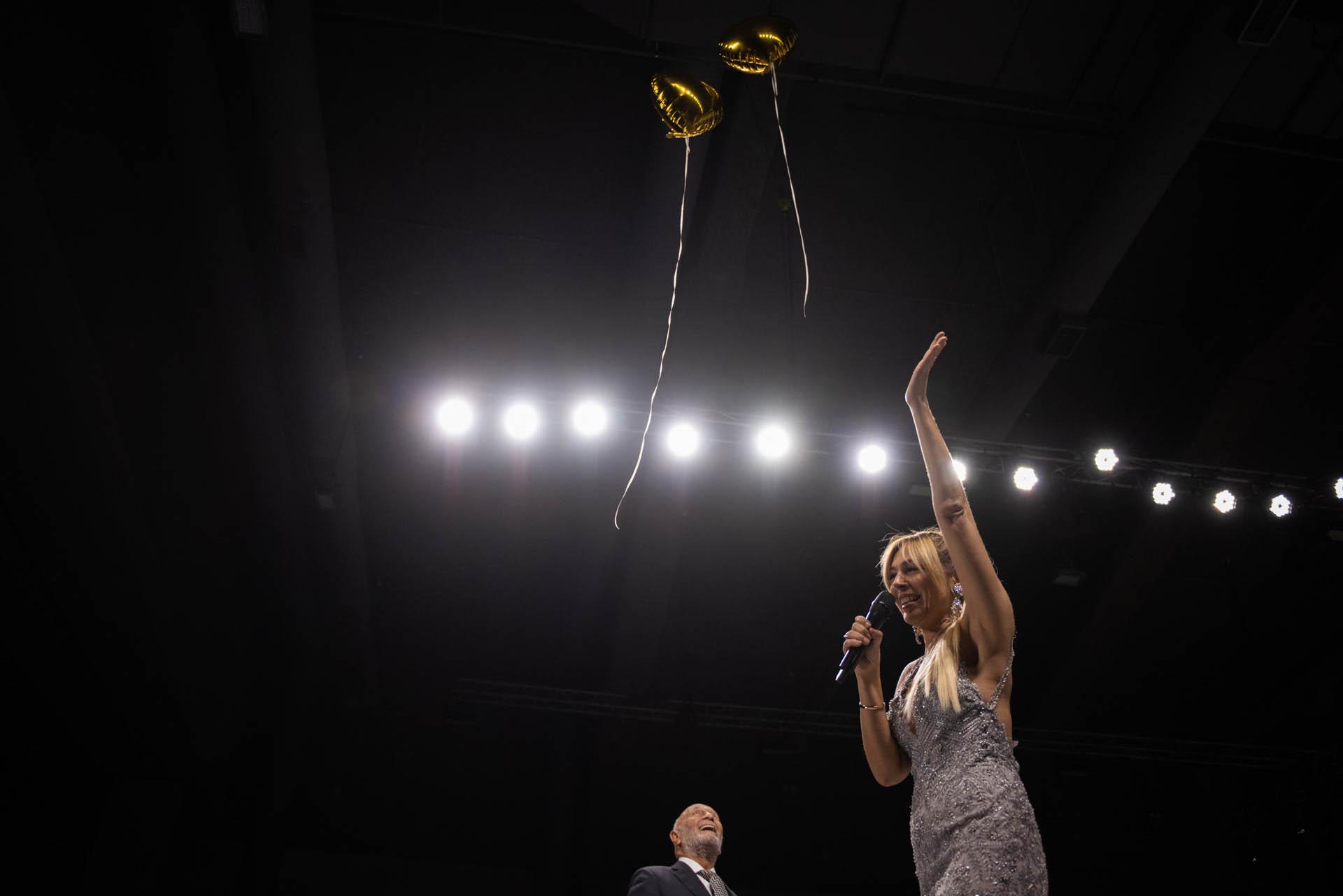 Emocionada, Yelin, pidió unos minutos para la suelta de globos en agradecimiento y celebración por estos 50 años