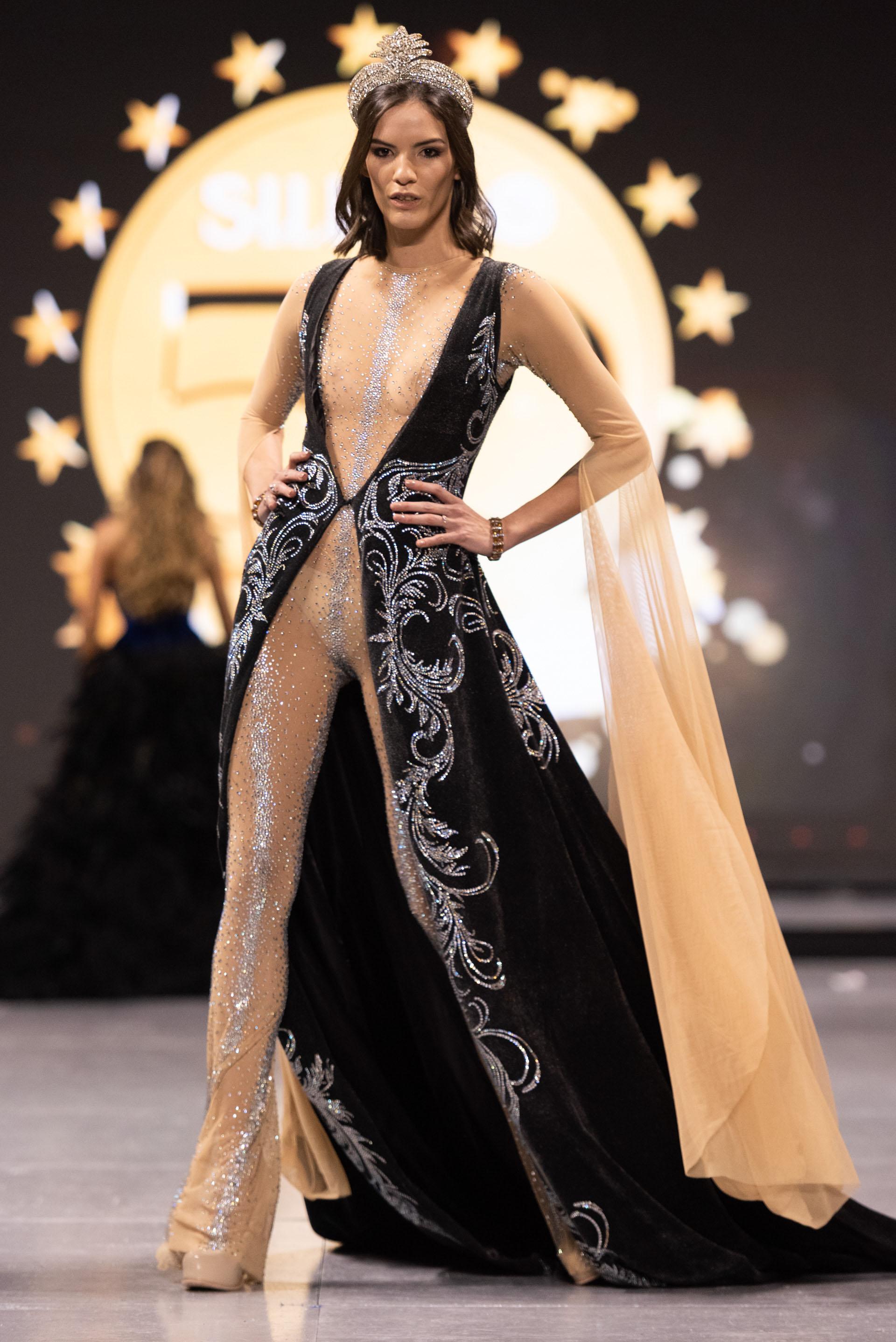 La marca líder en belleza y lo festejó a lo grande. Los mejores diseñadores del país presentaron sus colecciones en el desfile más esperado del a puro glamour