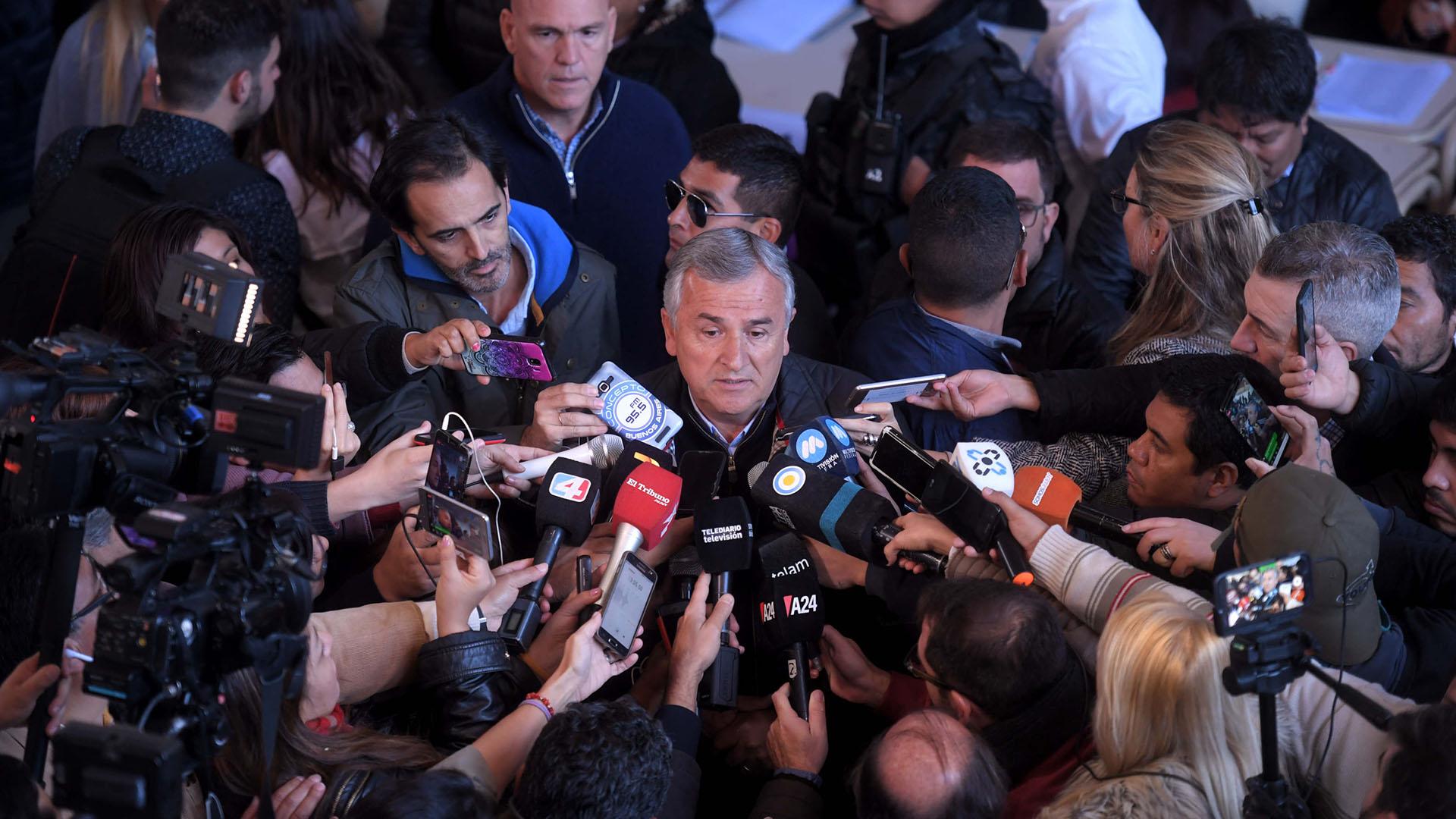 El gobernador de Jujuy, Gerardo Morales, habla con los medios antes de votar