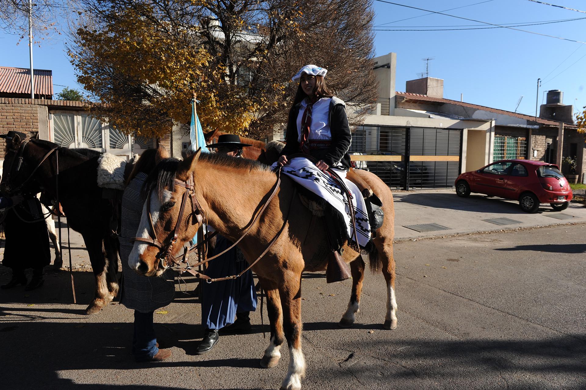 A votar en caballo: una de las imágenes que dejó el domingo electoral en Mendoza