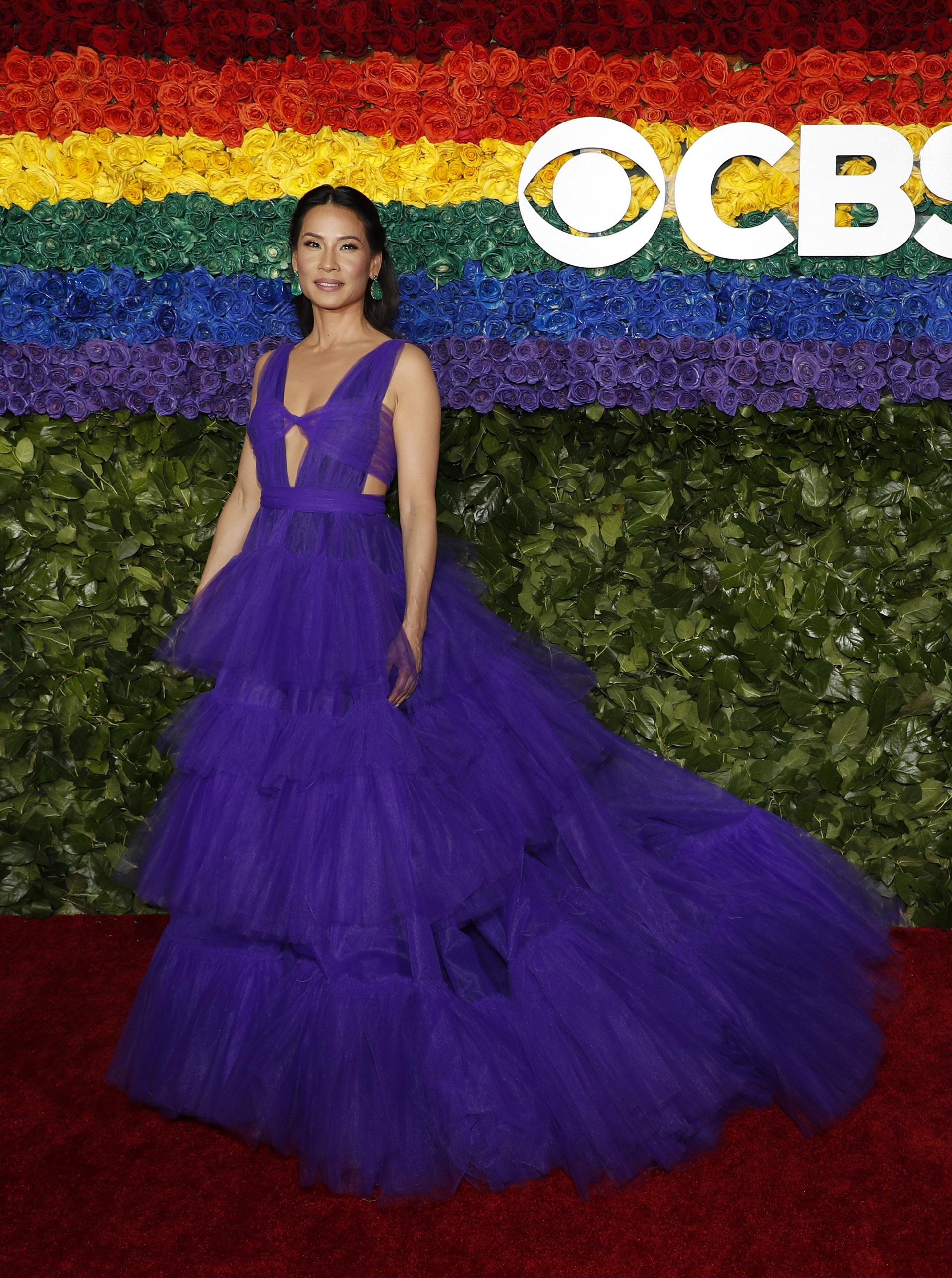 La actrizLucy Liu deslumbró con un vestido largo y de color violeta