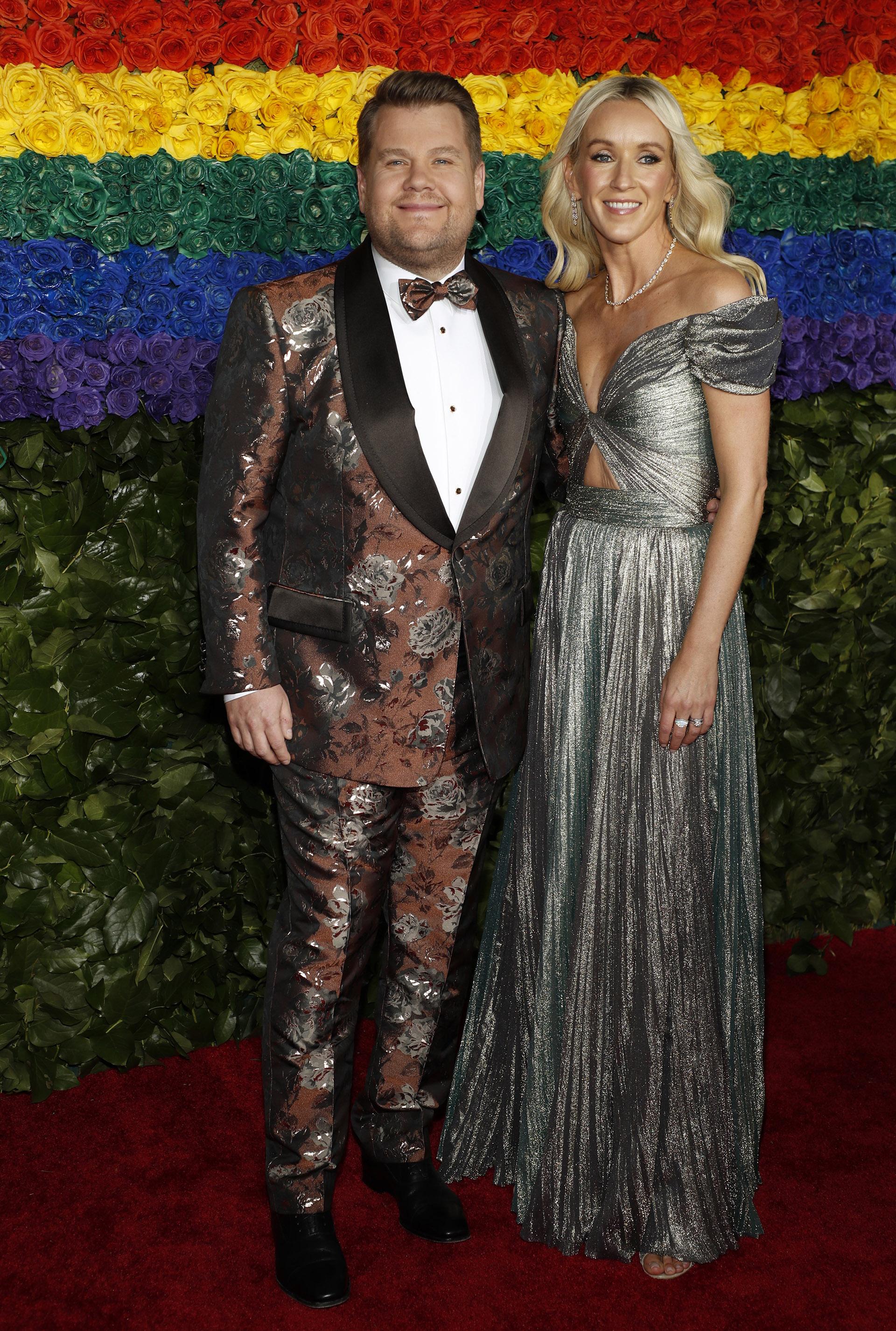 El presentador de la nocheJames Cordencon su esposa Julia Carey
