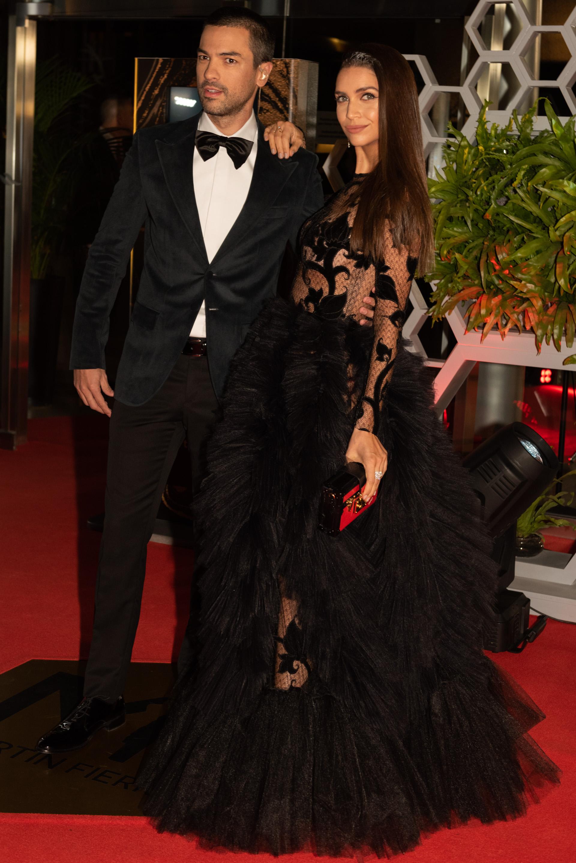 """Zaira Nara y Leandro """"El Chino"""" Leunis que lució un impecable black tie con moño"""