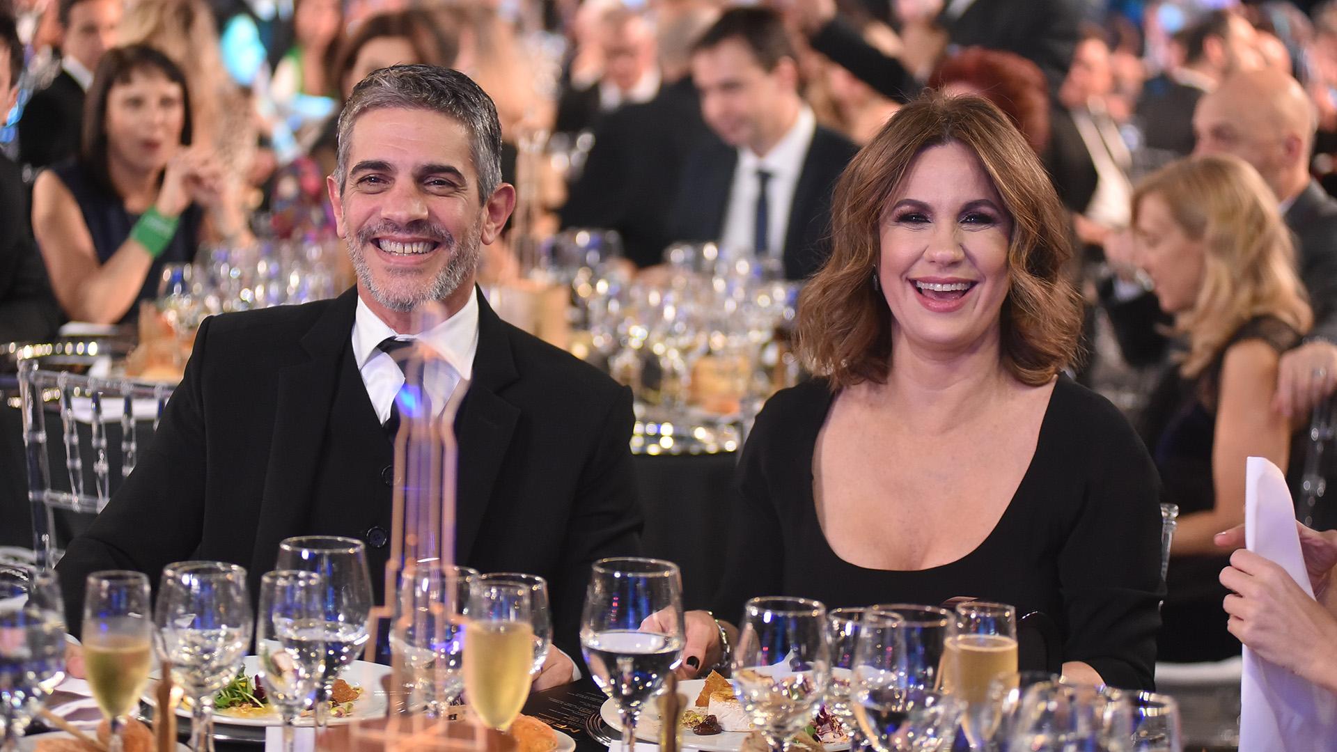 Pablo Echarri y Nancy Dupláa. La actriz celebró el Martín Fierro de Carla Peterson, categoría en la que ella también estaba nominada por su excelente trabajo en 100 días para enamorarse