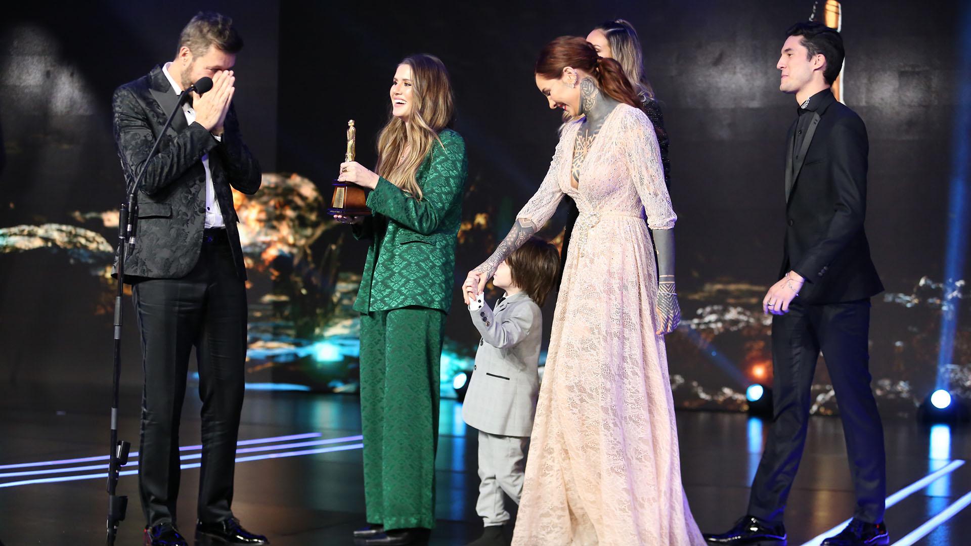 Las lágrimas del conductor cuando sus cinco hijos subieron al escenario a entregarle el premio por los 30′ años de ShowMatch/VideoMatch