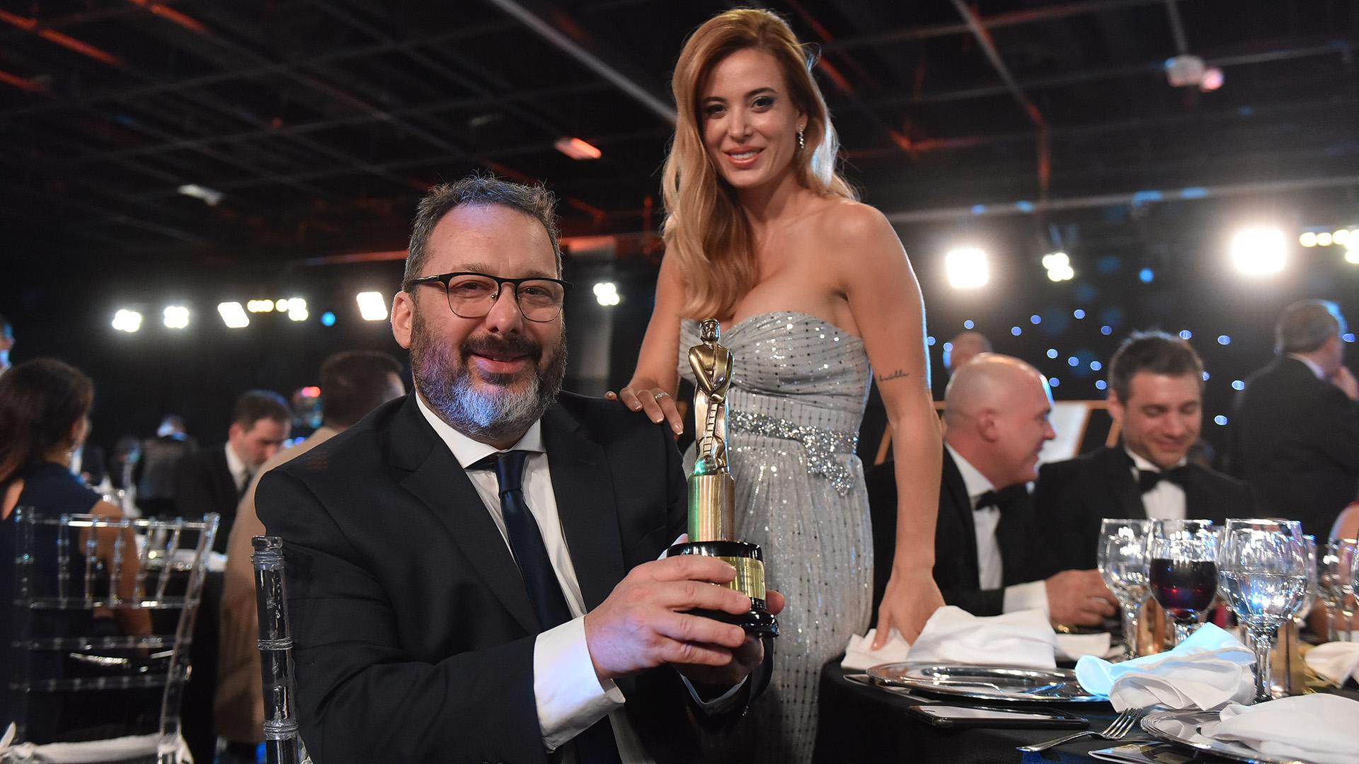 Gerardo Rozin y Jésica Cirio, compañeros en La peña de Morfi y ganadores dela estatuilla como Mejor Programa Musical