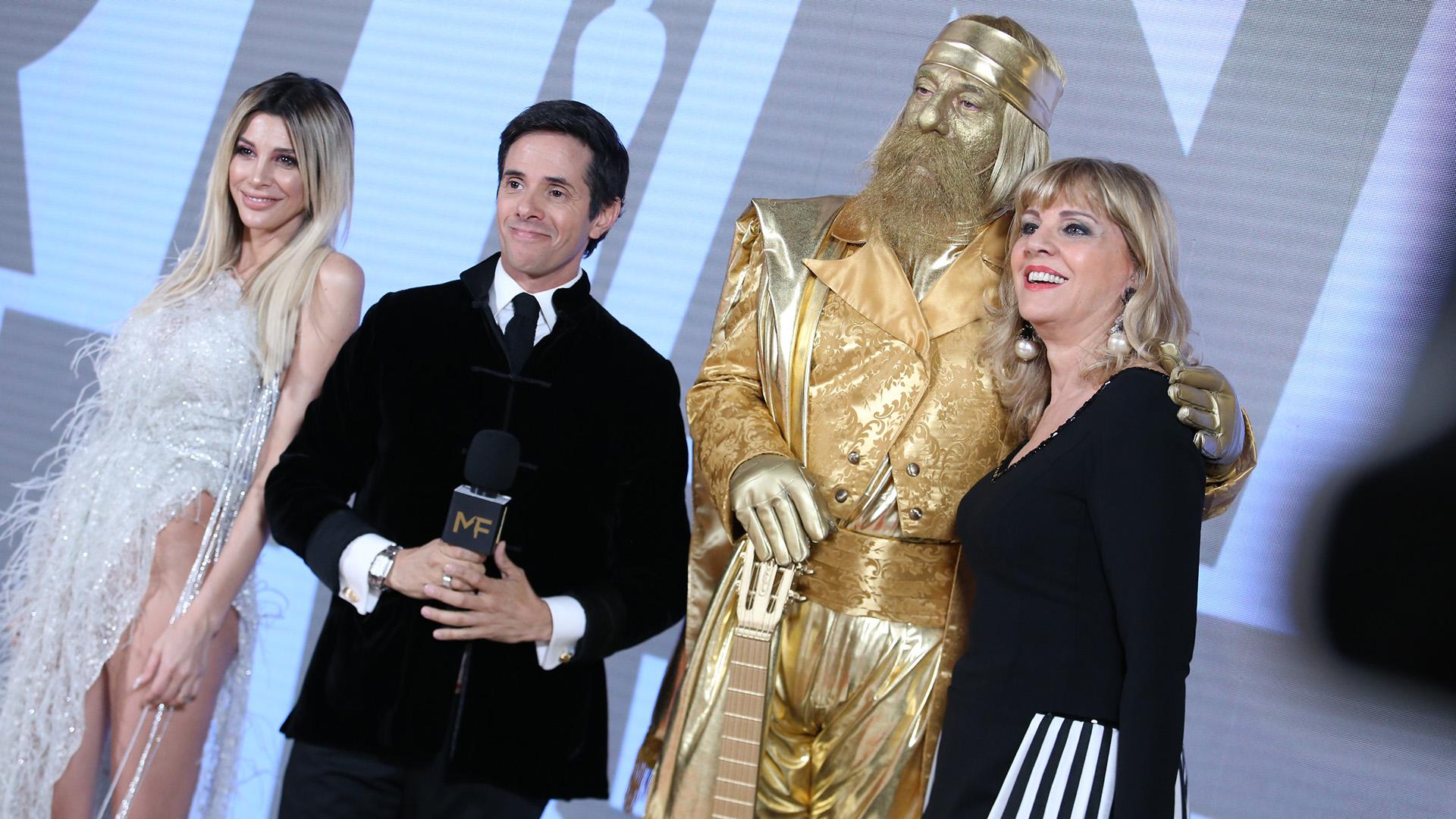 Stefi Xipolitakis, Robertito Funes Ugarte, Toti Ciliberto volvió a interpretar al Martín Fierro de Oro y Teté Coustarot en la previa del la gran fiesta