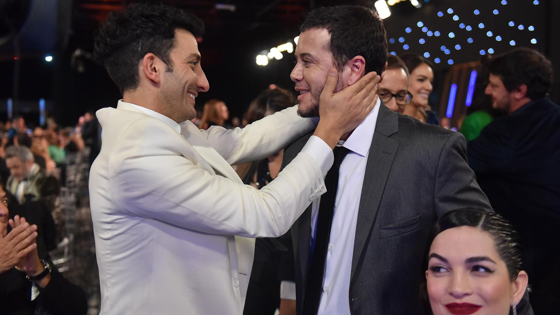 Juan Minujín y Sebastián Oretega. El actor se llevó el premio por su labor en 100 días para enamorarse, como Protagonista en Ficción Diaria