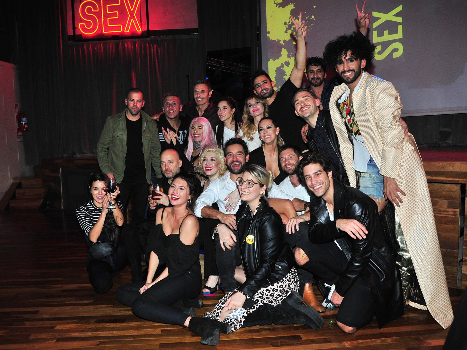 Los famosos que asistieron al evento junto al elenco de la obra de teatro (Verónica Guerman/ Teleshow)