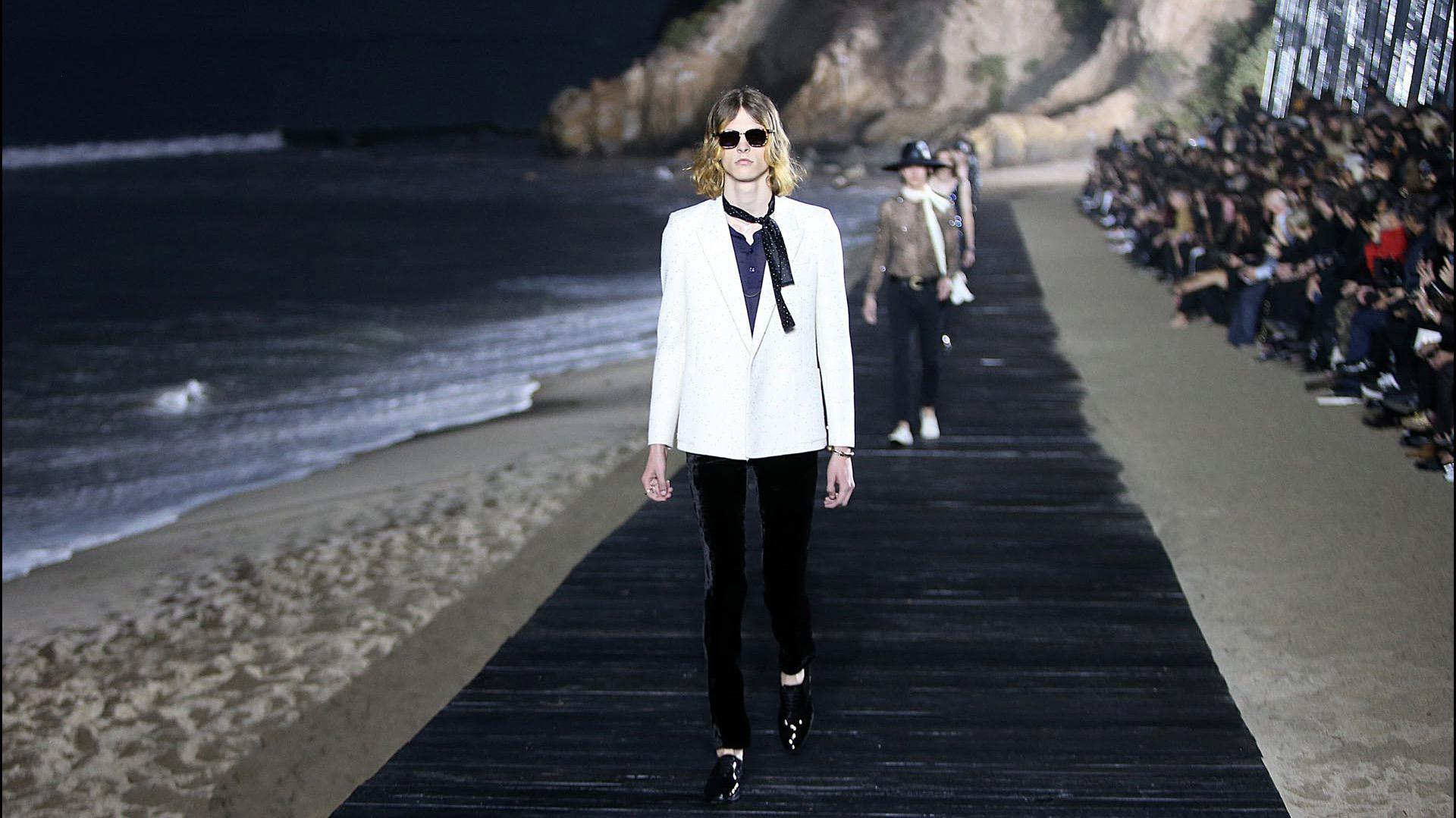 Una playa de Malibú, el marco para presentar la nueva colección masculina de Saint Laurent.