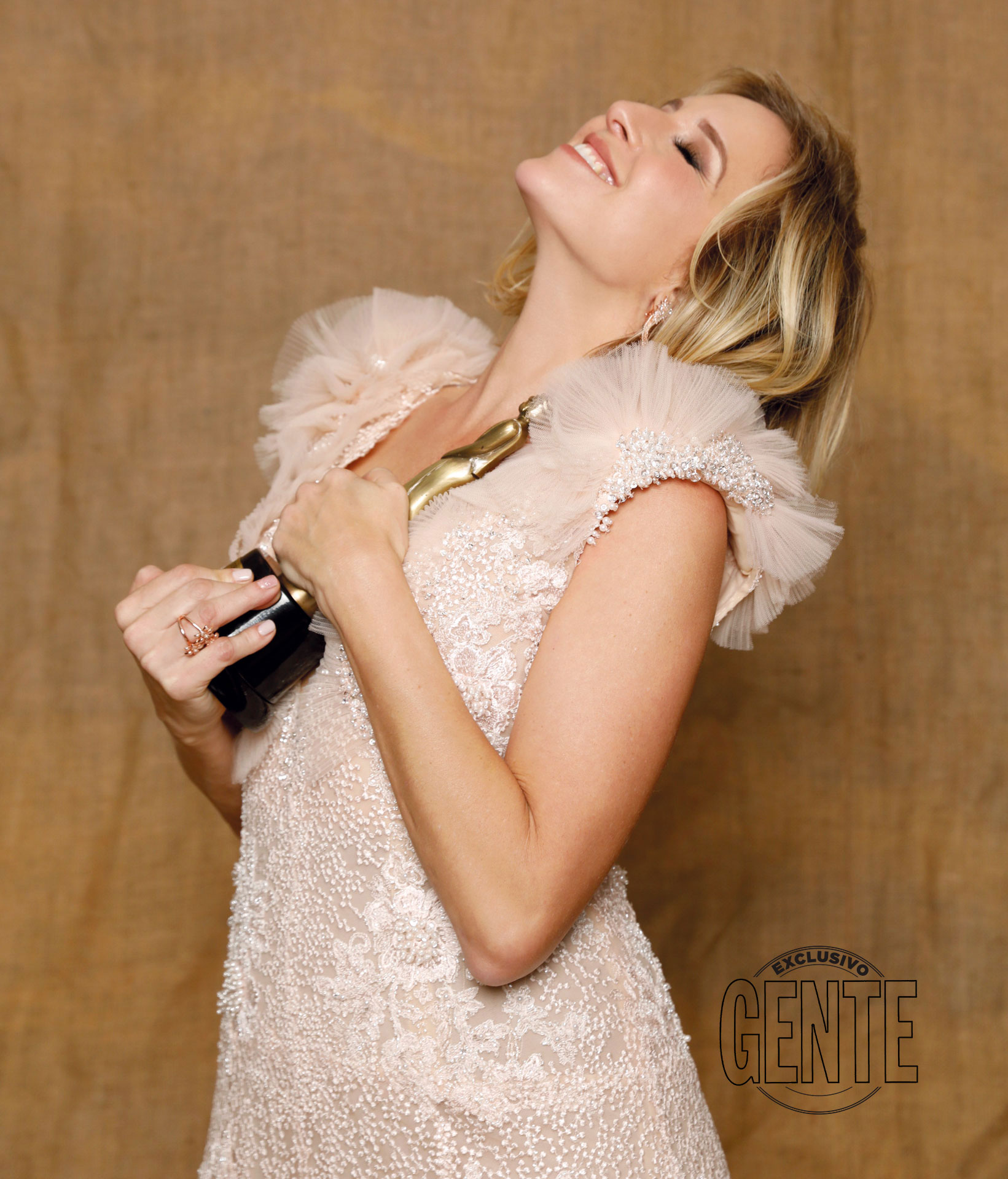 A lo largo de la ceremonia, 100 días para enamorarse acumuló seis premios, incluido el Oro (tenía 12 nominaciones). Uno de los más festejados fue el de Carla Peterson, galardonada como Mejor Actriz Protagonista en Ficción Diaria.