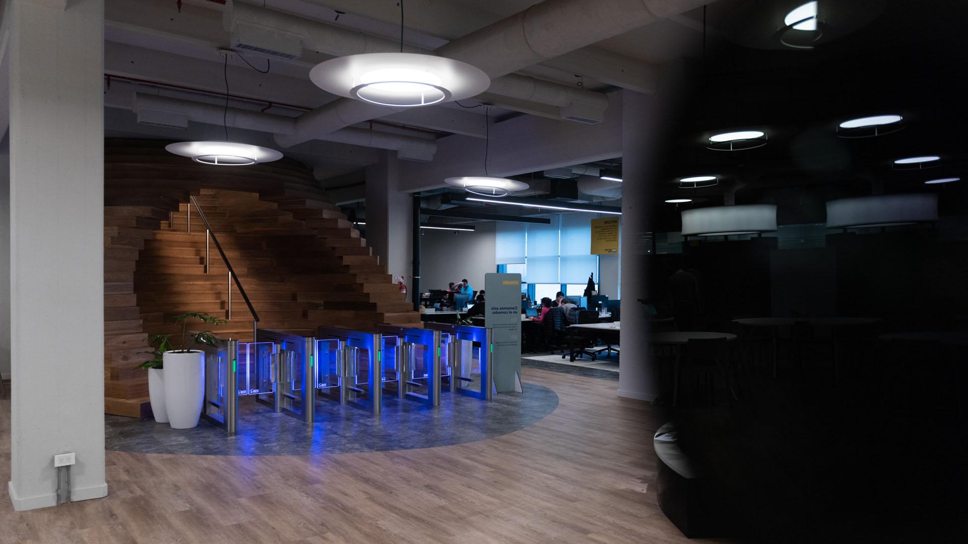 Según las arquitectas que pensaron el lugar, se buscó que quienes trabajan en la empresa se puedan ir apropiando de los espacios