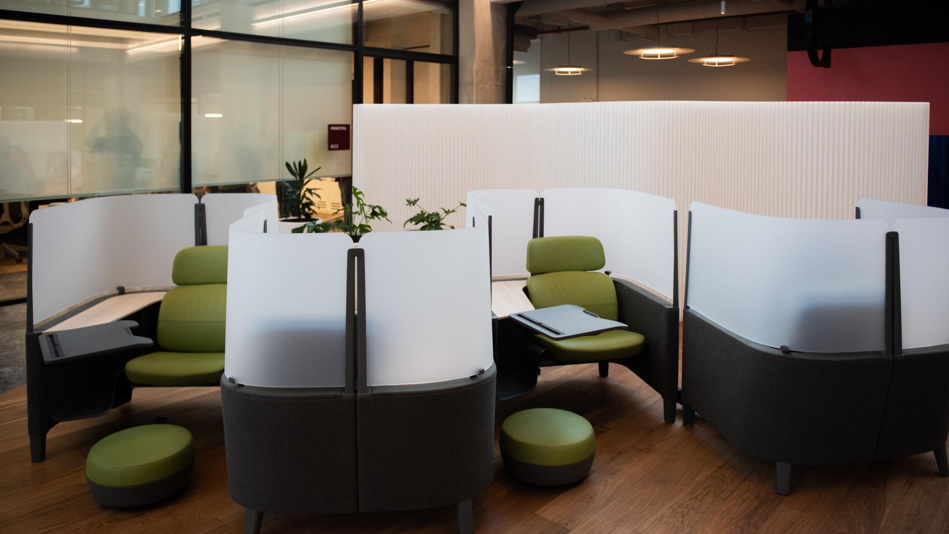 La construcción también cuenta con lugares para hacer videollamadas individuales que priorizan la privacidad