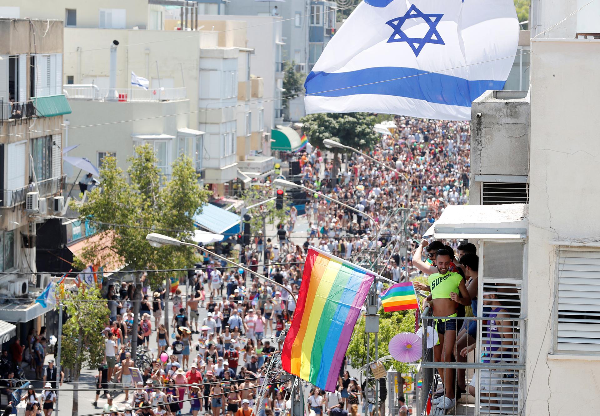Miles de personas asistieron a la marcha del Orgullo Gay de Tel Aviv, la más concurrida de Medio Oriente.