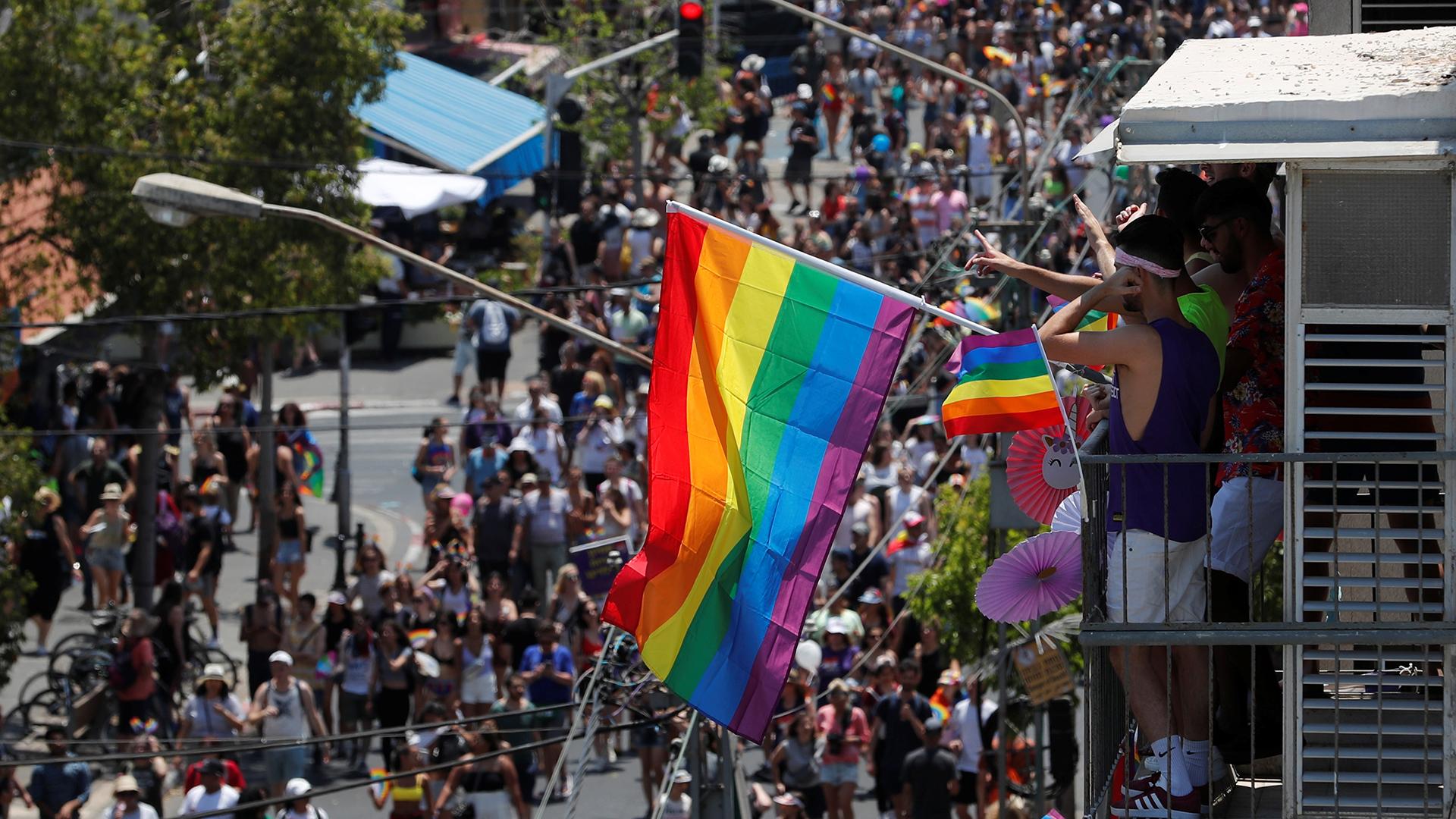 Foto aérea de la gran convocatoria por la marcha del Orgullo Gay en Tel Aviv.
