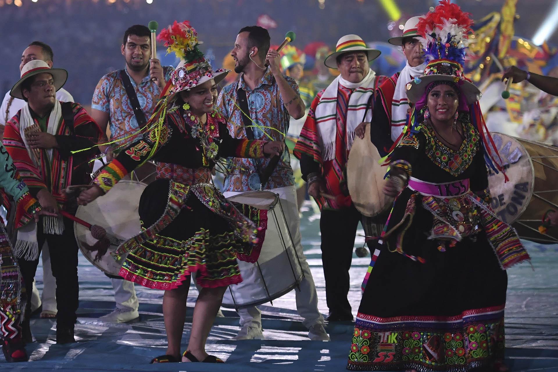 Cada país estuvo representado no sólo por los trajes típicos y la música, también hubo 12 niños identificándolos