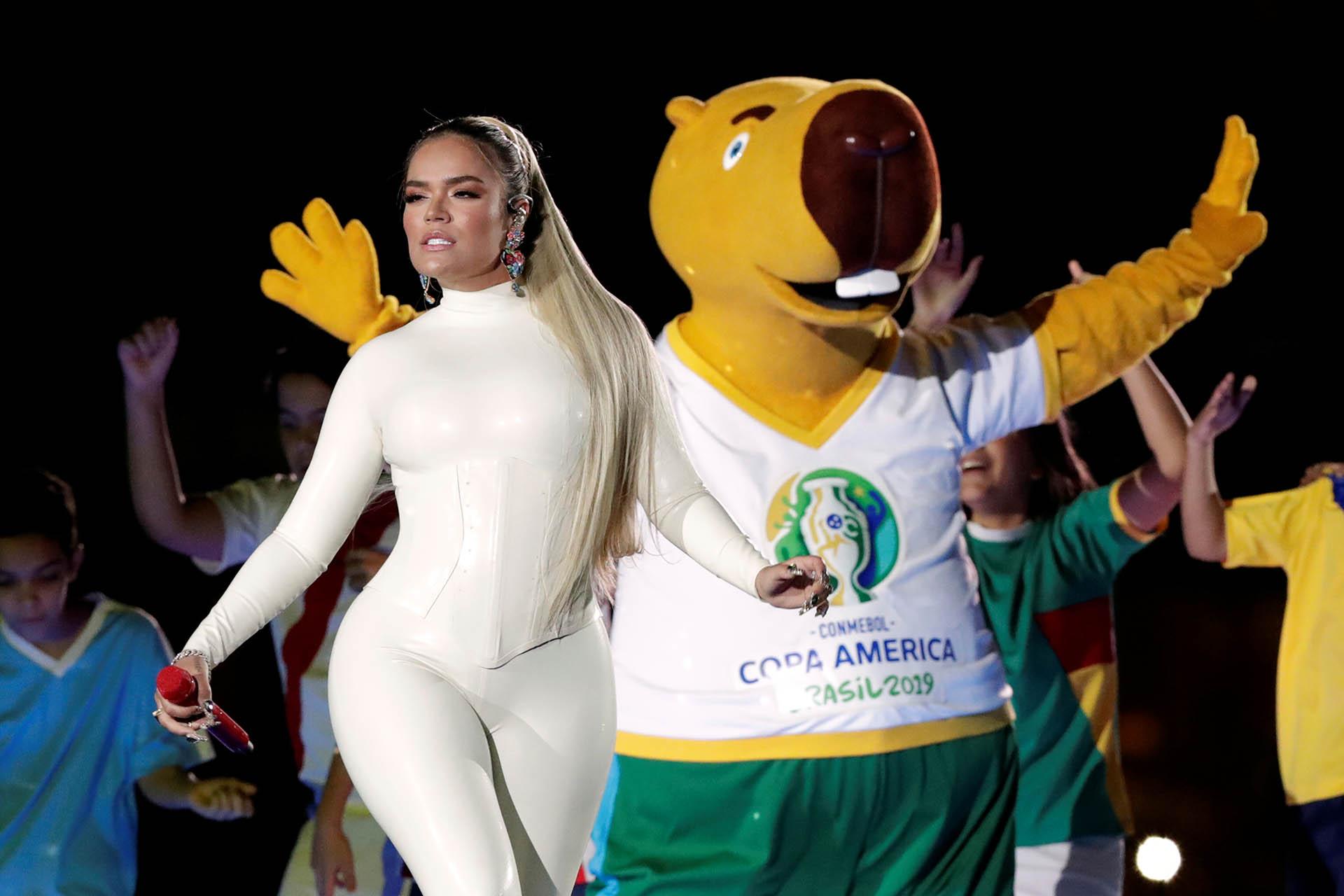 """""""Vibra continente"""", el nombre del tema para la Copa América que realizó Karol G y Leo Santana"""