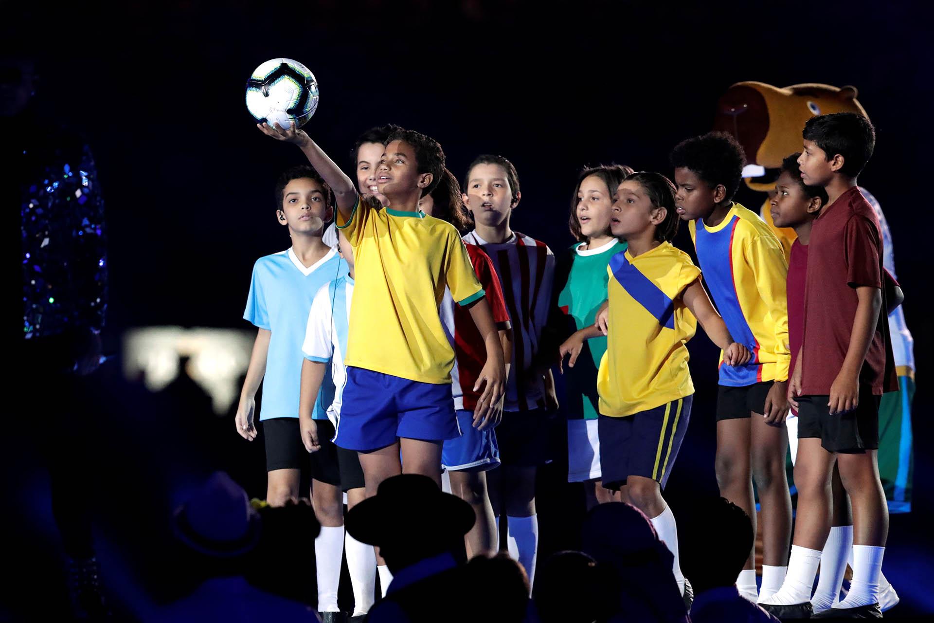 Los niños que representaron a los 12 países que forman parte del torneo
