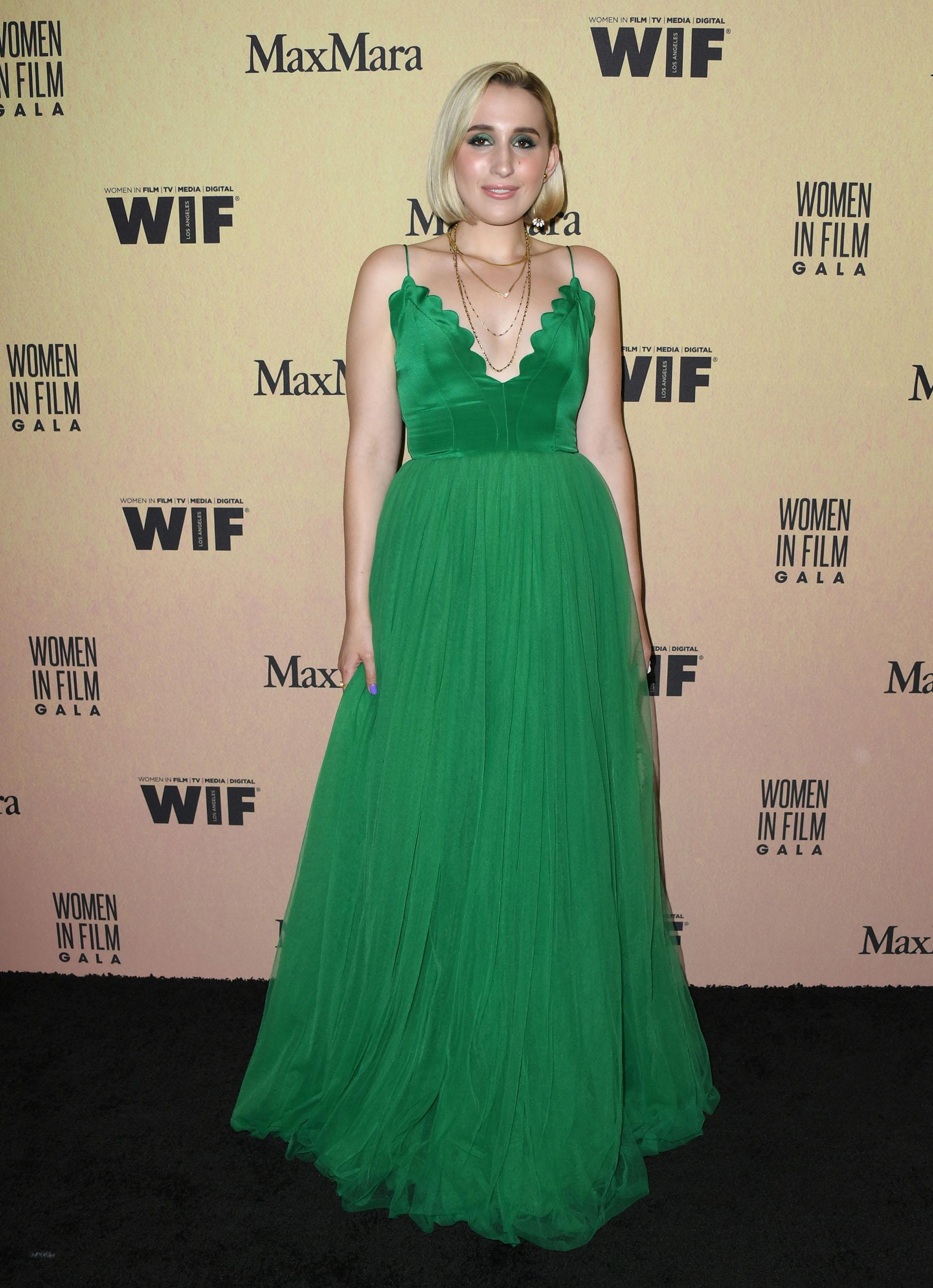 Harley Quinn Smith y un fabuloso vestido verde