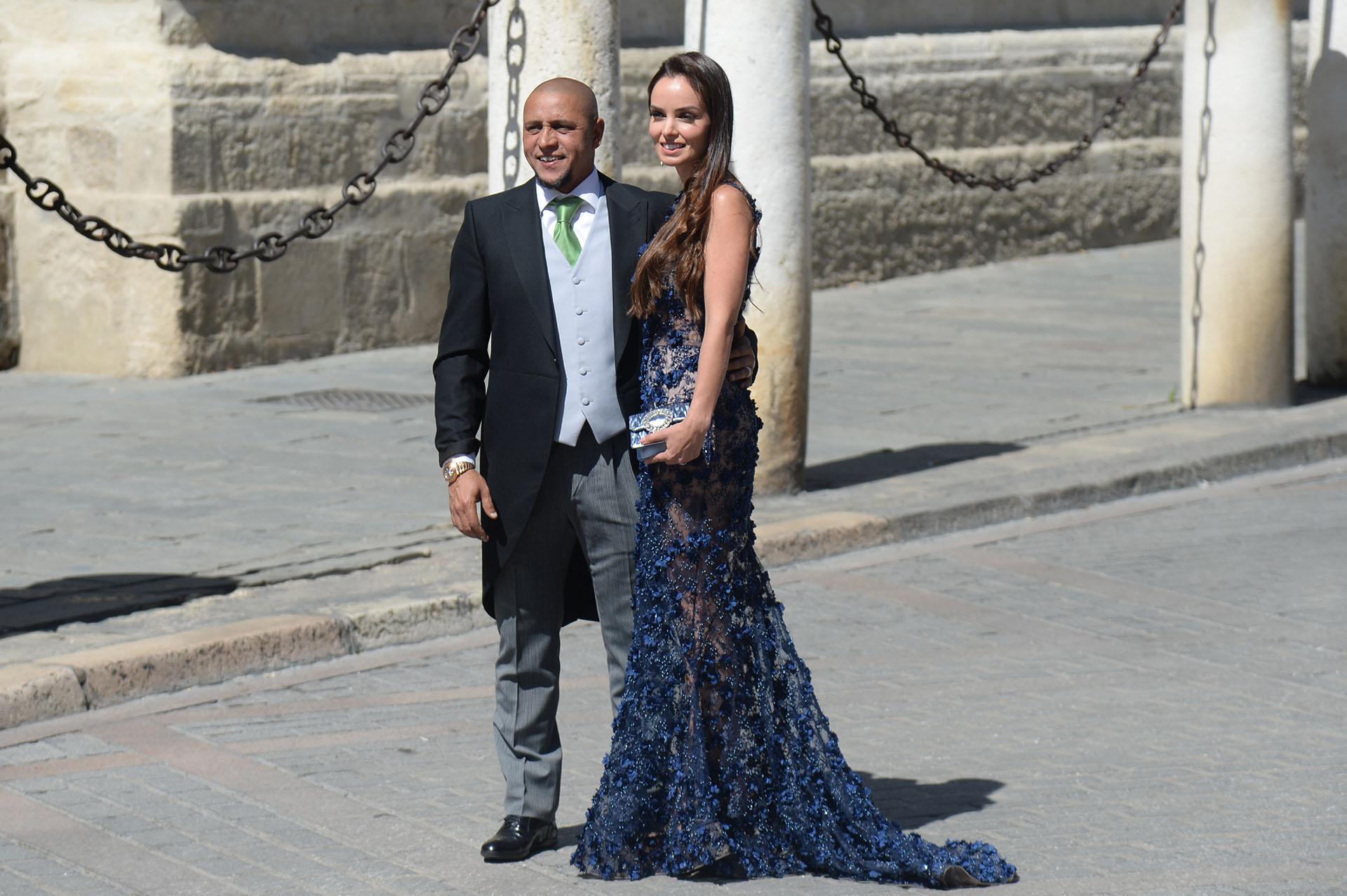 El ex Real Madrid Roberto Carlos también estuvo y fue acompañado por su esposa Mariana Luccon