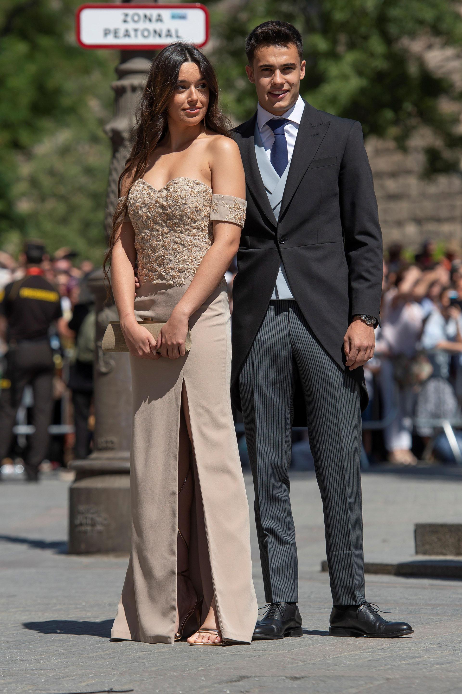 El joven Sergio Reguilón y su pareja
