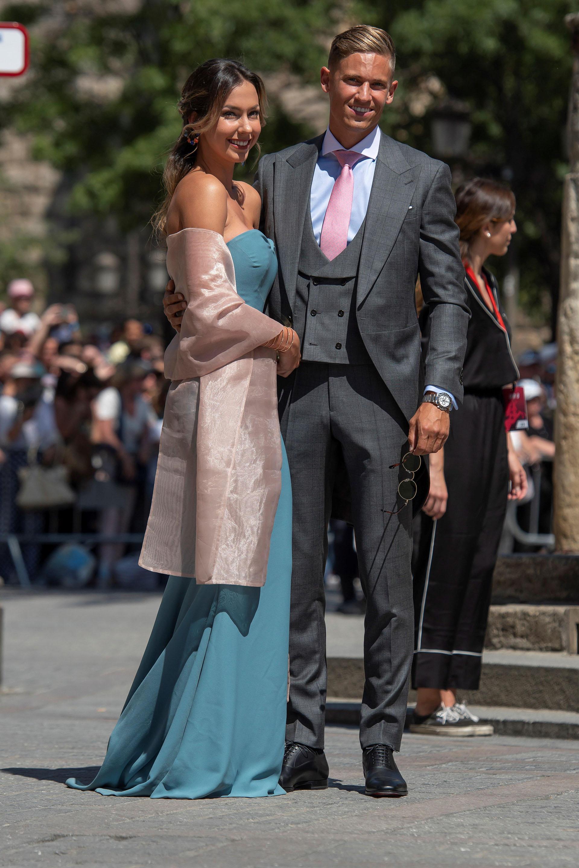 Elmediocampista del Real Madrid Marcos Llorente y su pareja Patricia Noarbe