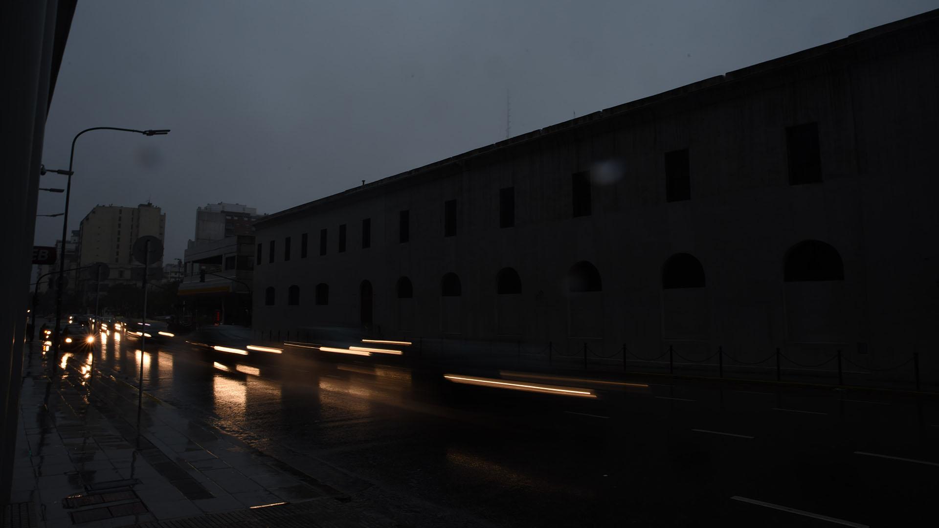 Las calles y autopistas quedaron sin iluminación pública por varias horas
