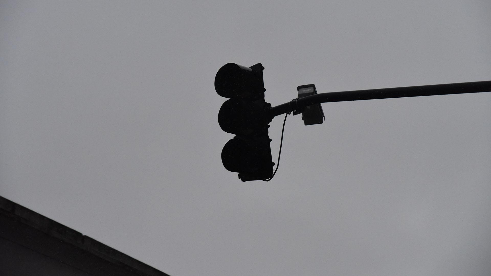 Con los semáforos fuera de servicio, muchos usuarios en redes sociales exhortaban a extremar las precauciones para circular