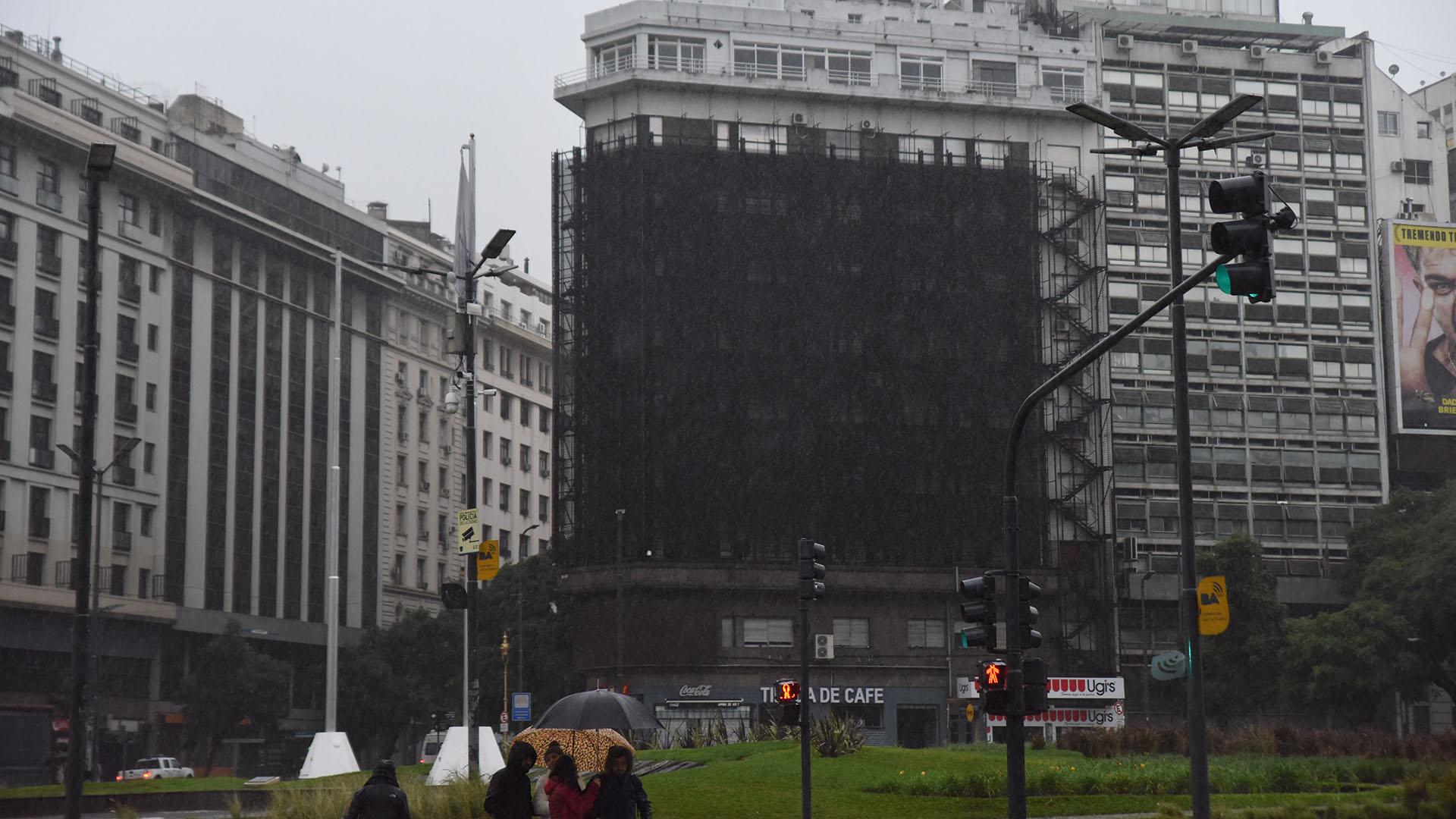 Carteles electrónicos y semáforos quedaron inactivos por varias horas en la ciudad
