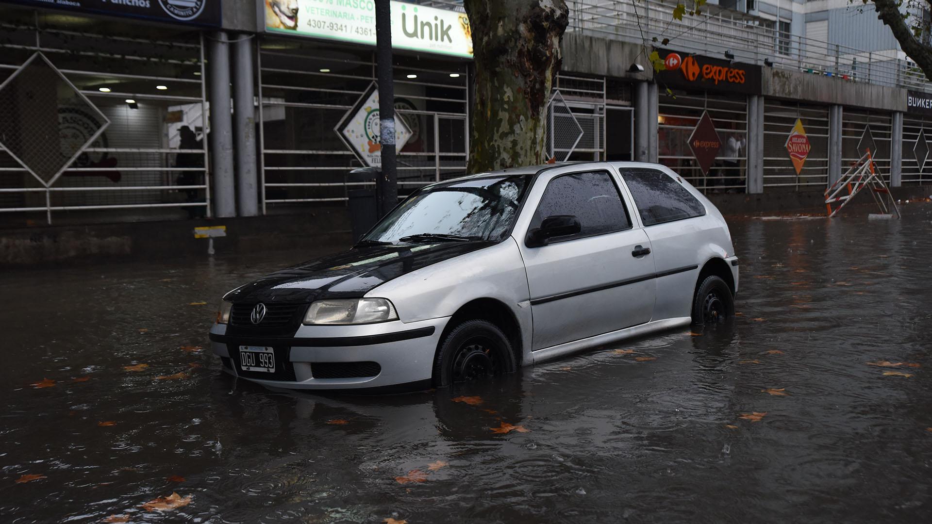 Por las intensas lluvias, en algunos barrios de Capital Federal comenzó a acumularse agua