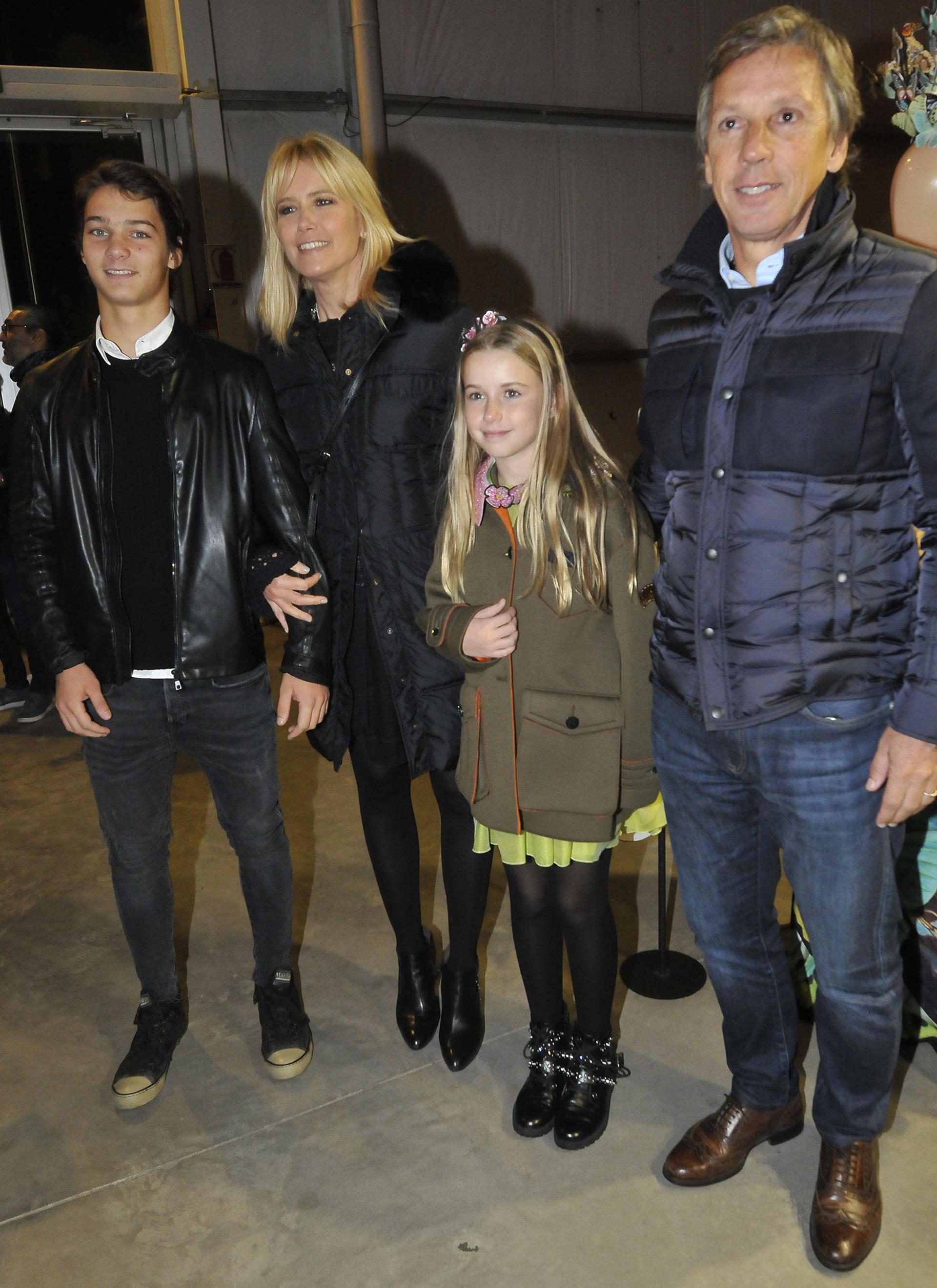 Valeria Mazza y Alejandro Gravier con dos de sus hijos