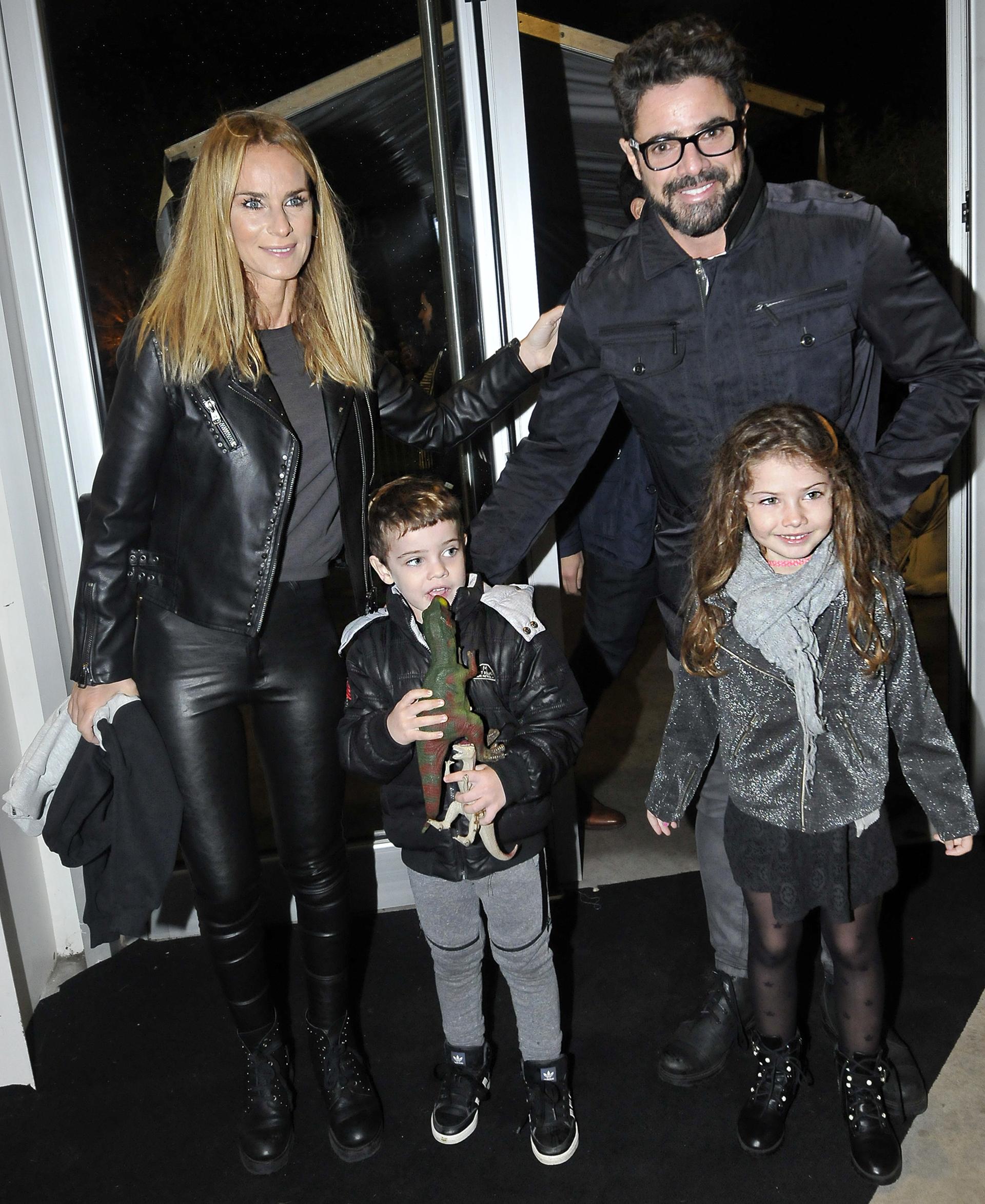 Sabrina Rojas con su marido, Luciano Castro, y sus hijos: Fausto y Esperanza
