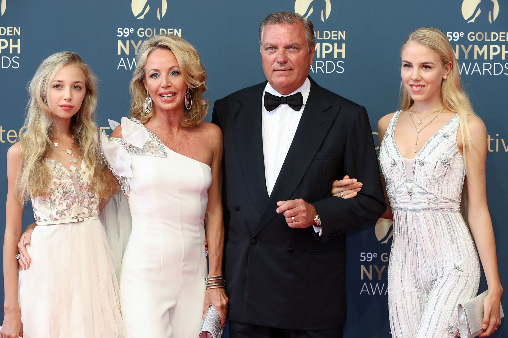 El príncipe Carlos de Borbon de Sicily, su mujer Camilla y sus hijas Maria Chiara and Maria Carolina