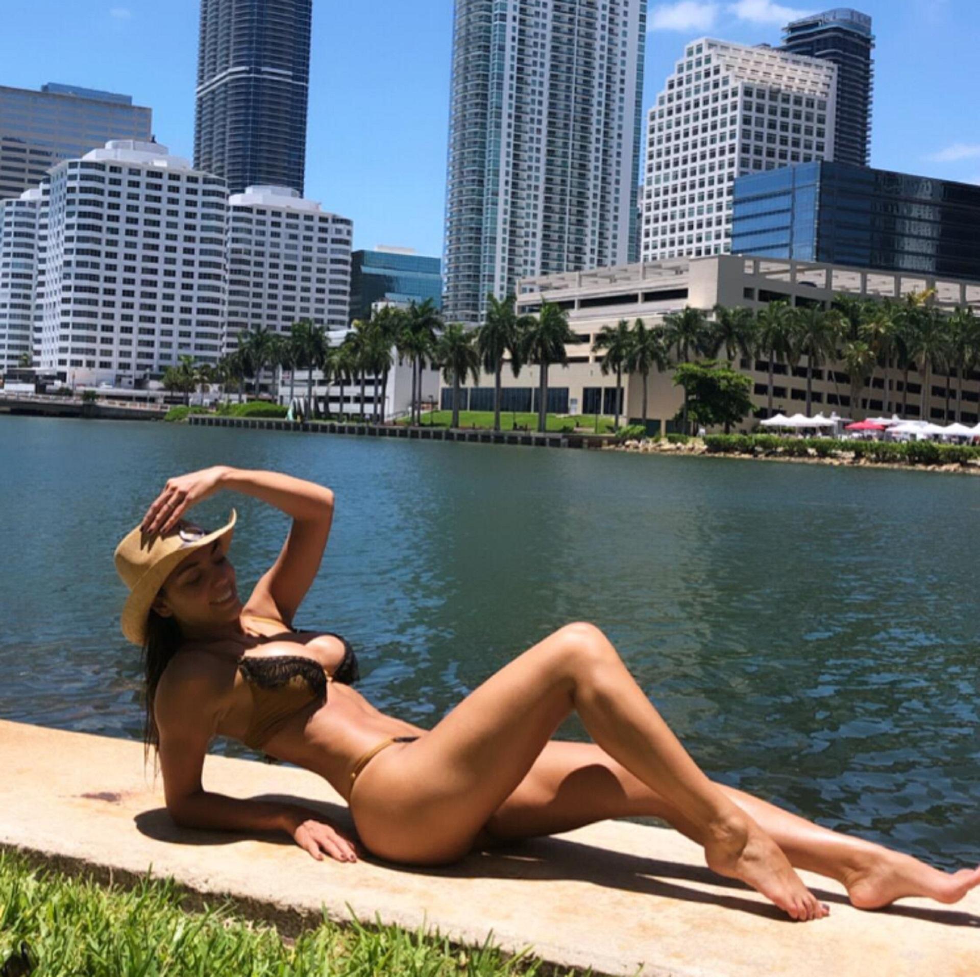 Floppy Tesouro combinó descanso y trabajo durante un viaje a Miami. La modelo fue convocada para ser parte de una serie internacional