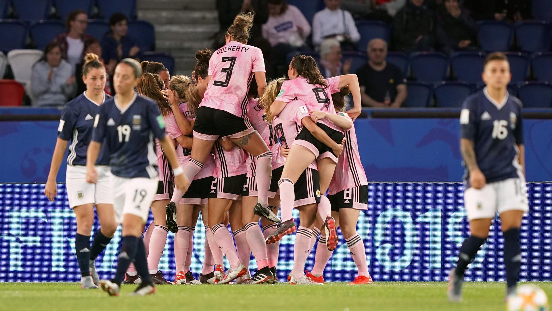A los 69 minutos, Cuthbert marcó el tercer gol de las británicas y la esperanza de las argentinas
