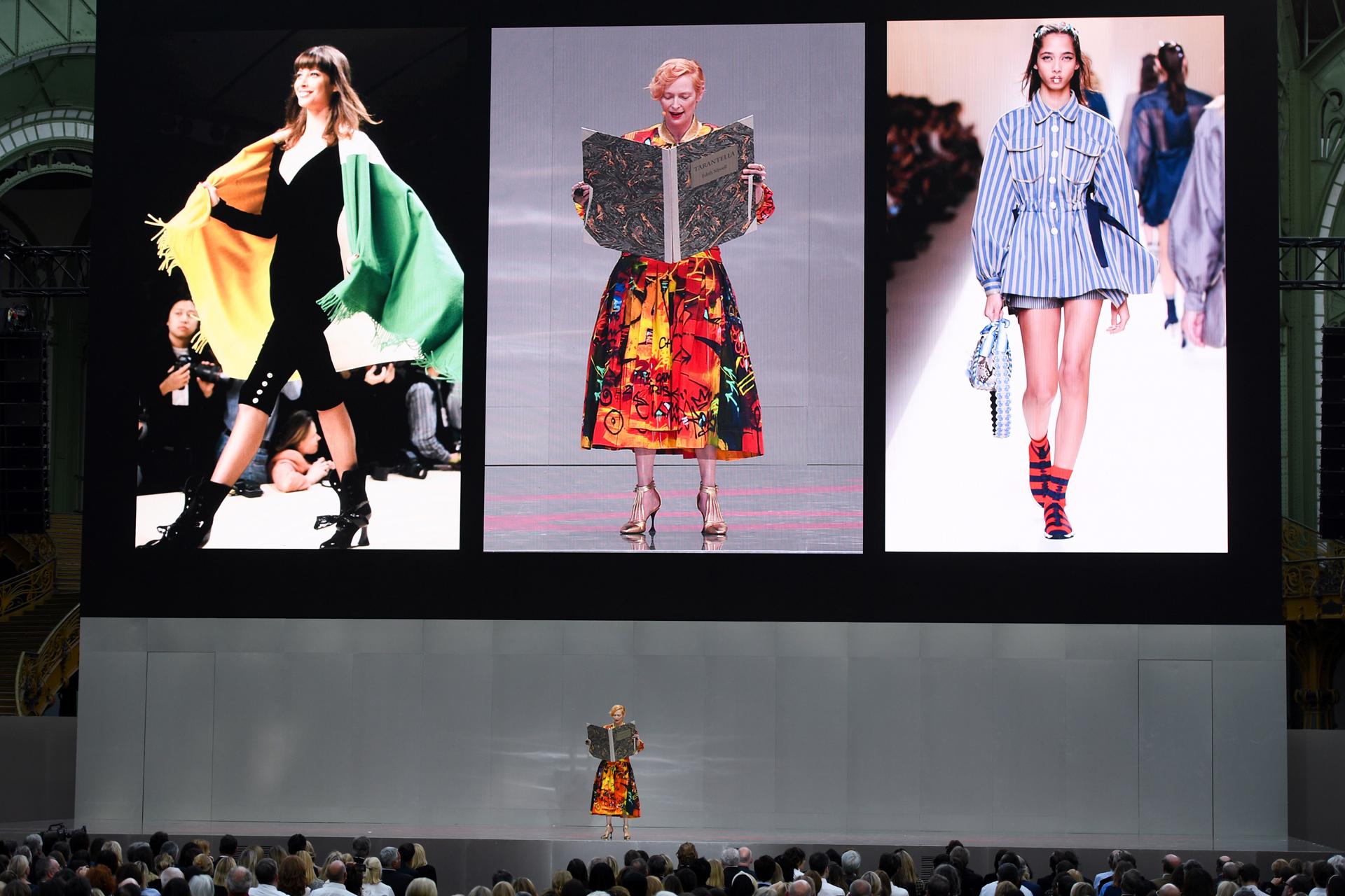 La actriz británica Tilda Swinton brindó un show en el homenaje a Lagerfeld mientras que en las pantallas pasaron los mejores desfiles de Chanel y Fendi