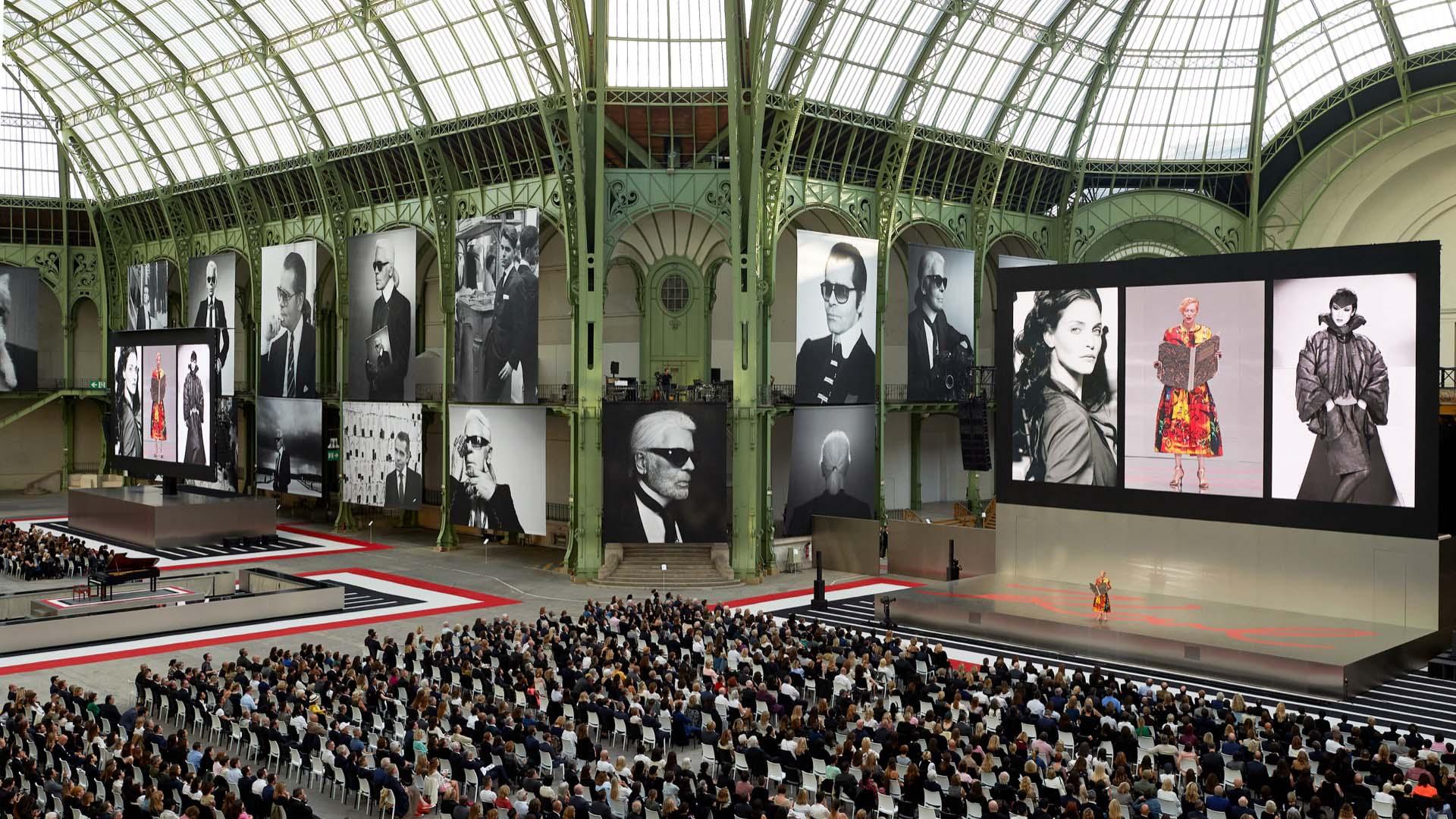 El lugar estuvo decorado con fotos de Lagerfeld de todos los tiempos.