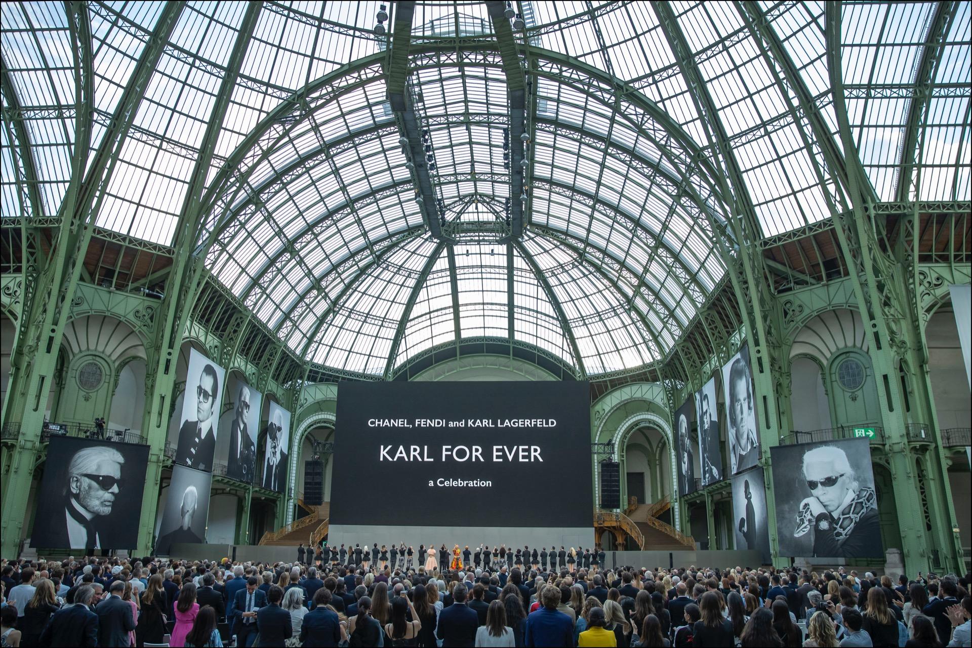 """""""Karl for ever"""", el sentido homenaje en elGrand Palaisque le brindaron al káiser."""