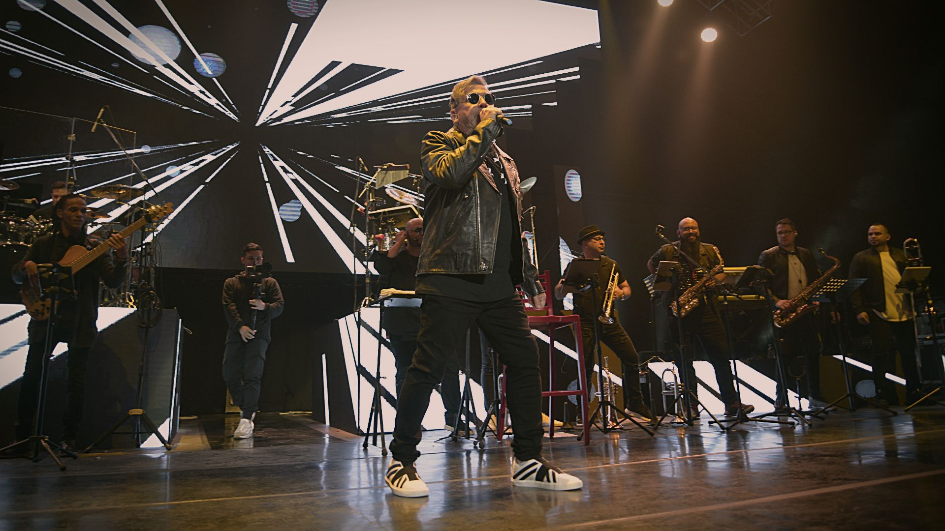 Ricardo Montaner este viernes, en un nuevo recital en el Luna Park. Se trató de un show de gran despliegue escénico, con 15 músicosy, también, momentos muy íntimos (Foto: Gustavo Gavotti)