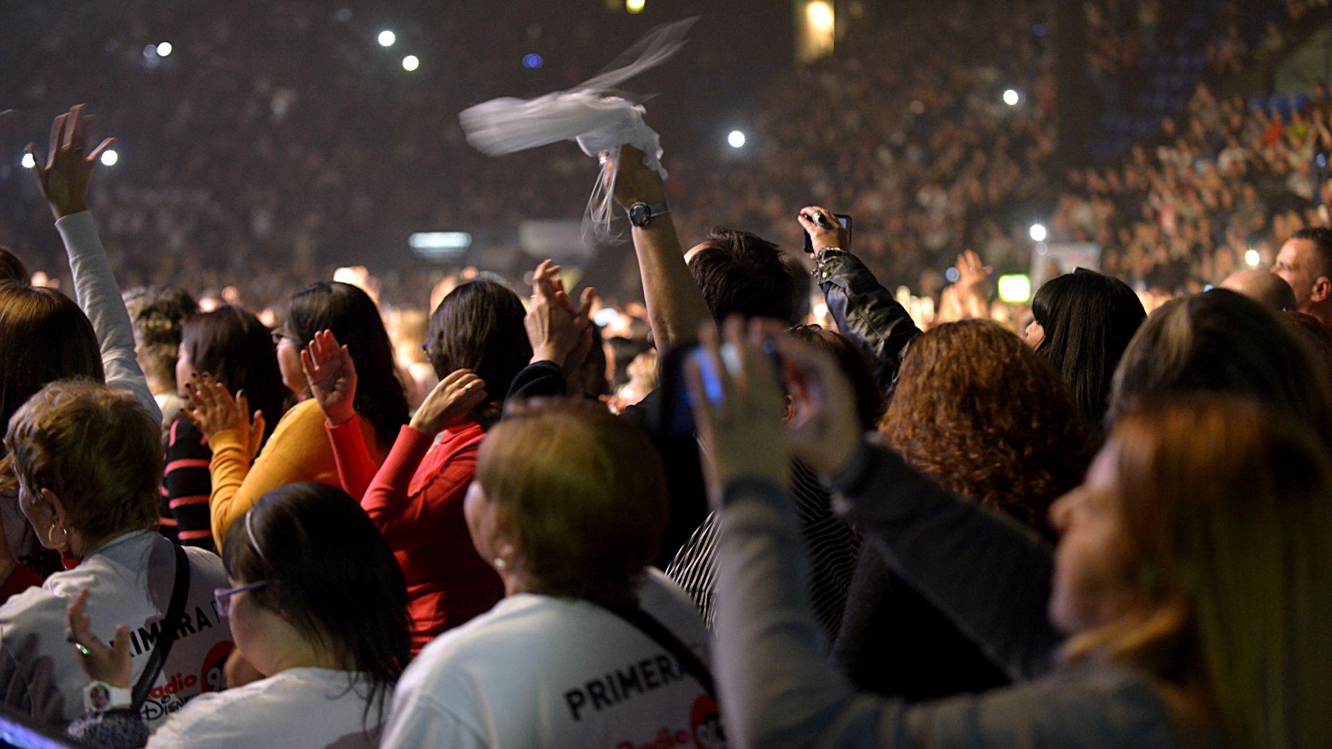 Nos volveremos a ver… Las fans saludaron con una ovación a Ricardo Montaner, luego de un recital inolvidable (Fotos: Gustavo Gavotti)